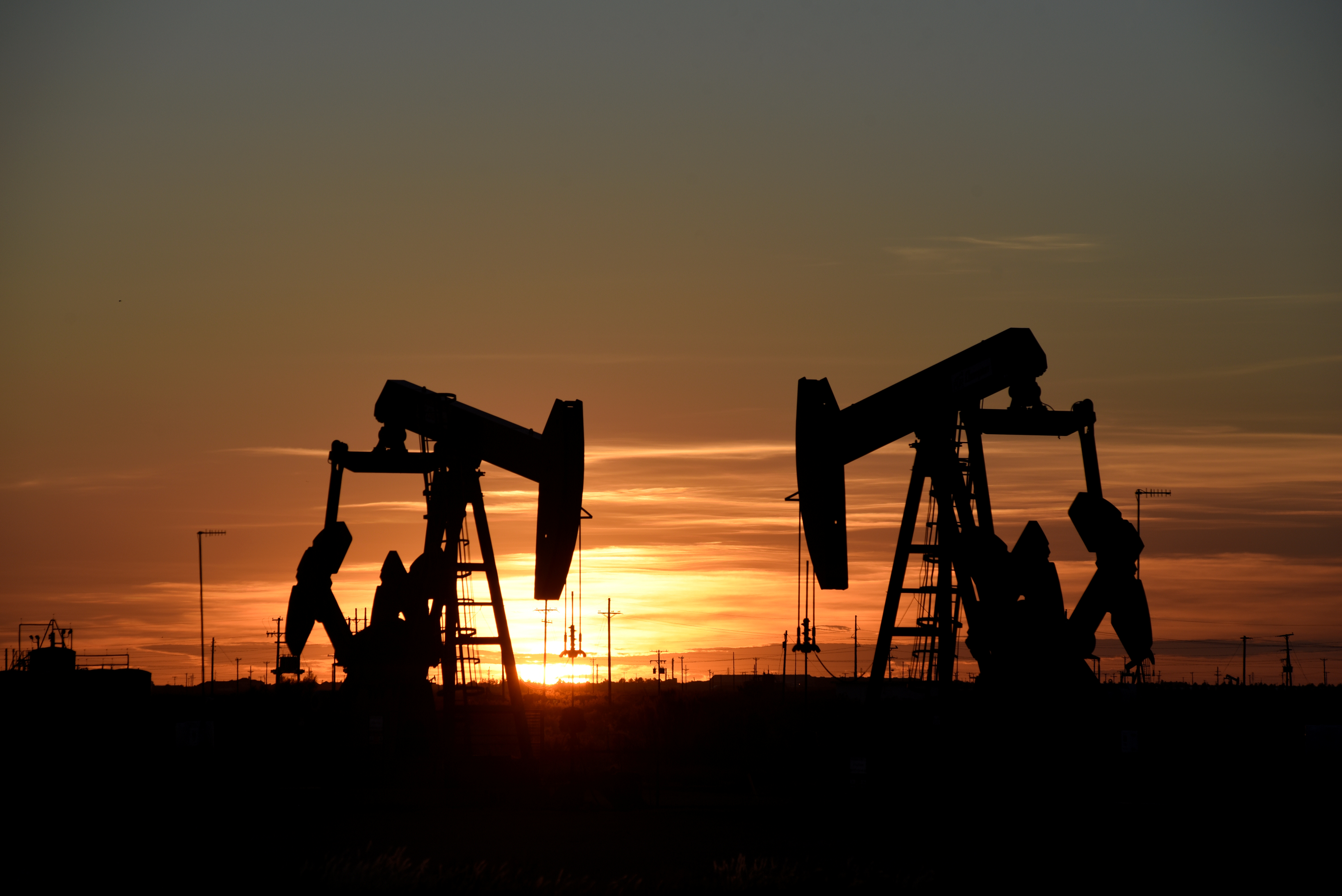 Pump jacks operate at sunset in an oil field in Midland, Texas U.S. August 22, 2018. REUTERS/Nick Oxford/File Photo