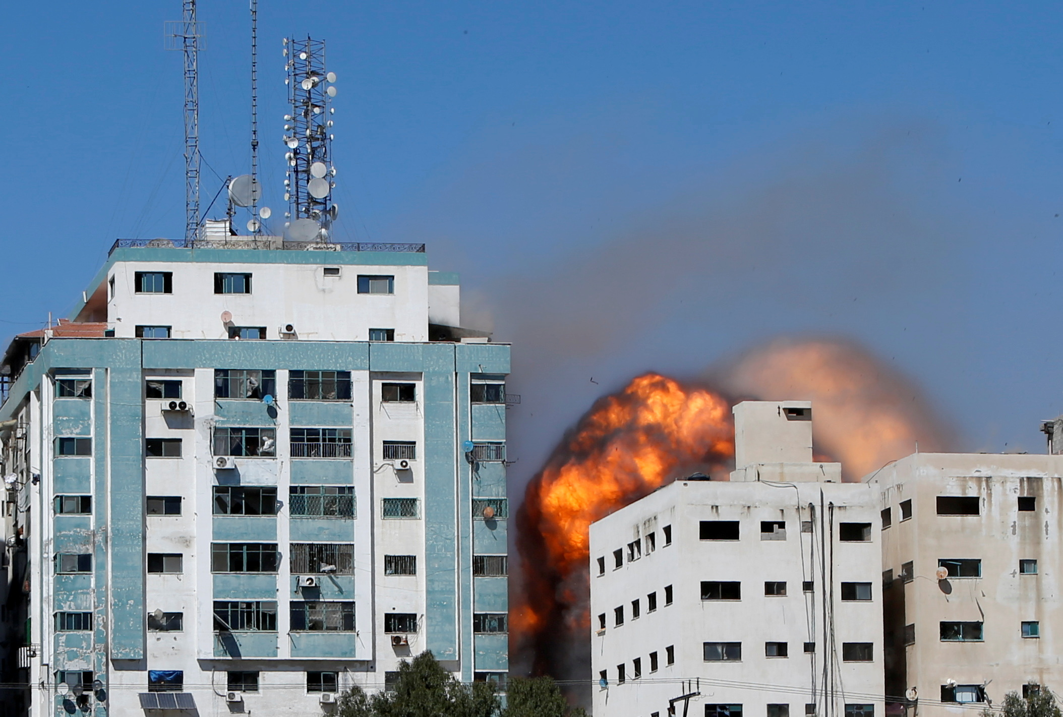 A tower housing AP, Al Jazeera offices collapses after Israeli missile strikes in Gaza city, May 15, 2021. REUTERS/Mohammed Salem