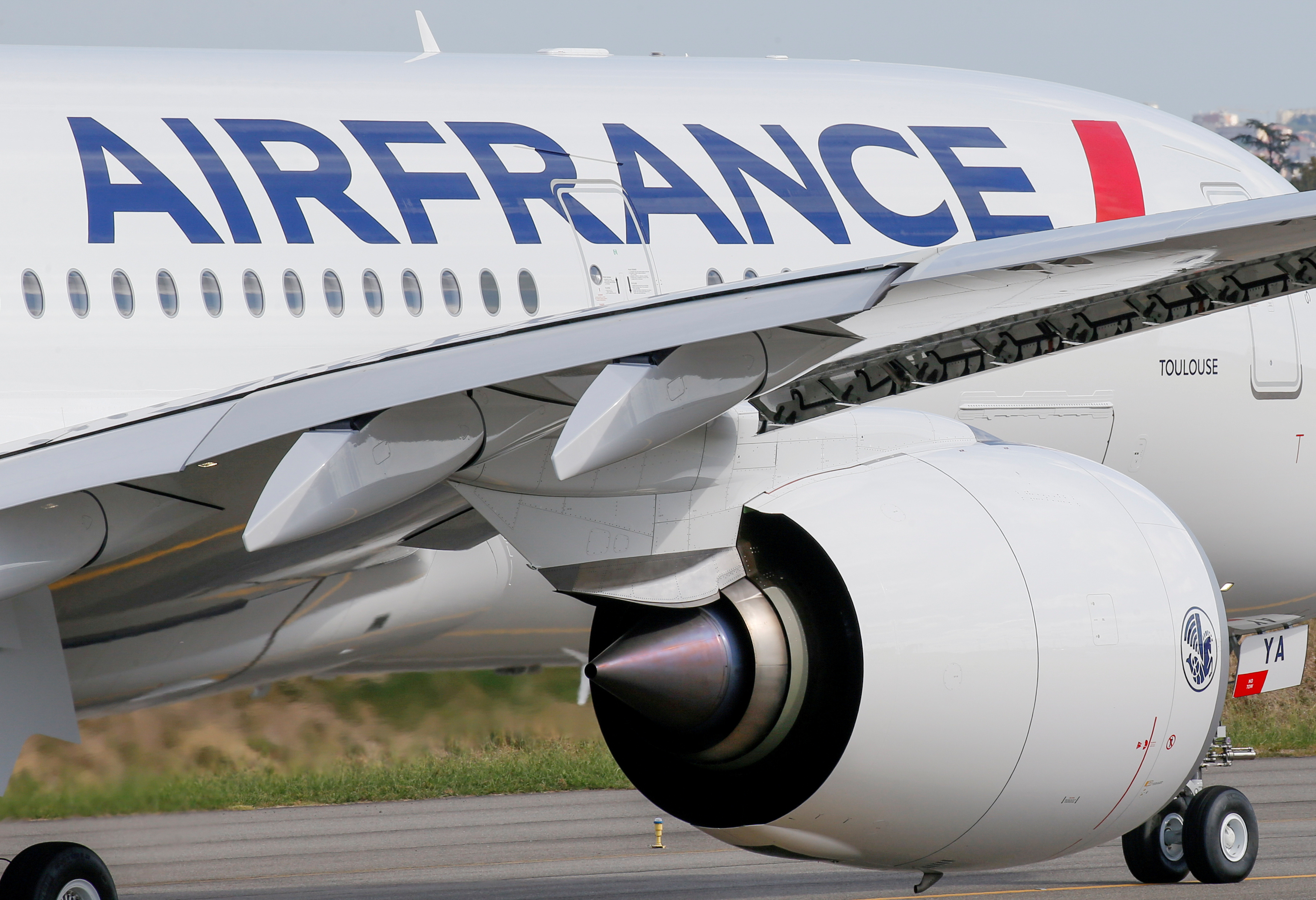 The first Air France airliner's Airbus A350 prepares to take off after a ceremony at the aircraft builder's headquarters in Colomiers near Toulouse, France, September 27, 2019. REUTERS/Regis Duvignau