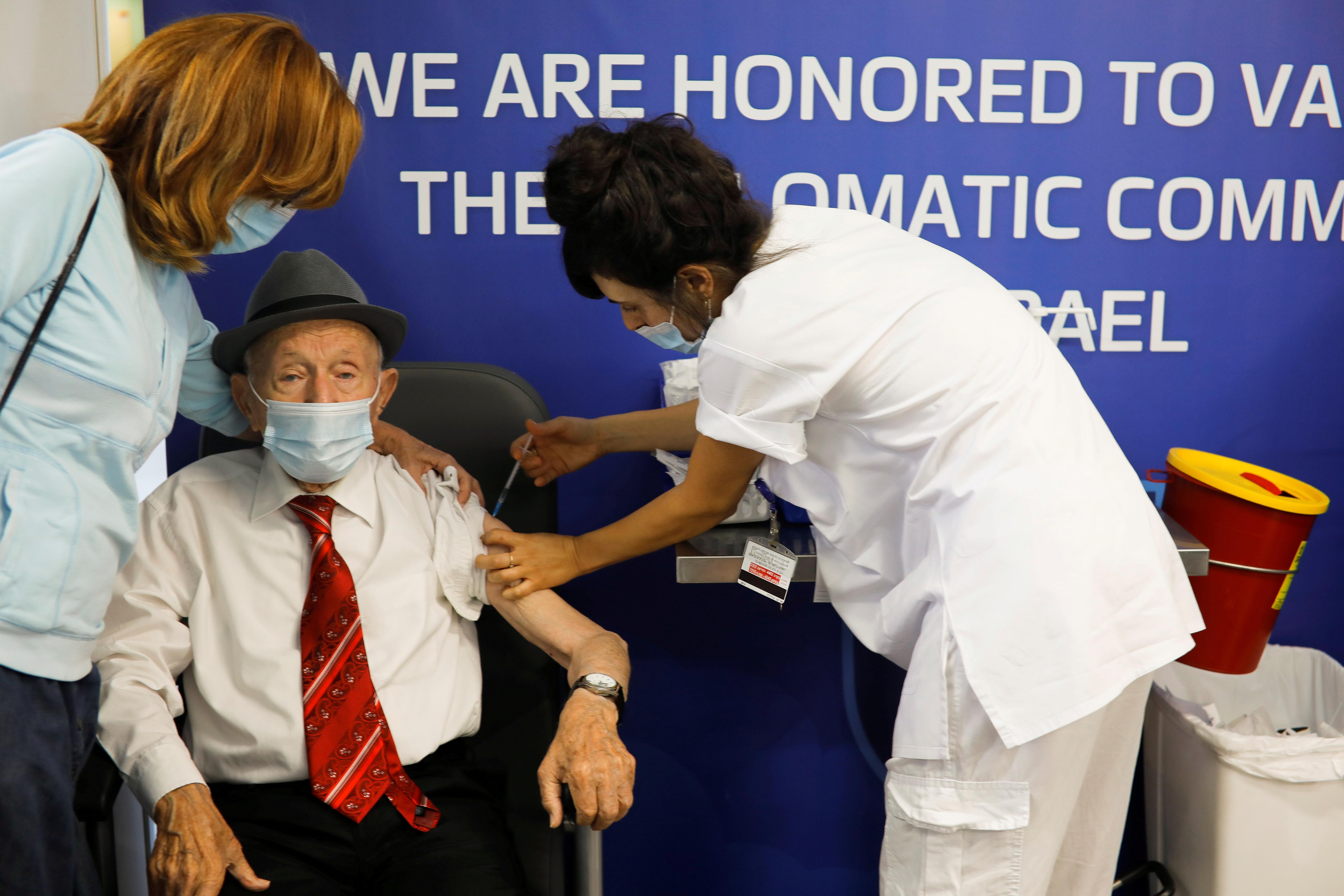 Holocaust survivor Yehuda Widawski, 102, receives his third dose of a coronavirus disease (COVID-19) vaccine at Sourasky Medical Center (Ichilov Hospital) in Tel Aviv, Israel August 1, 2021.   REUTERS/Nir Elias/File Photo