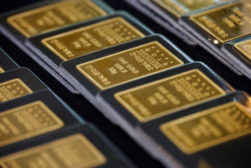 Gold bars are pictured on display at Korea Gold Exchange in Seoul, South Korea, August 6, 2020./File Photo