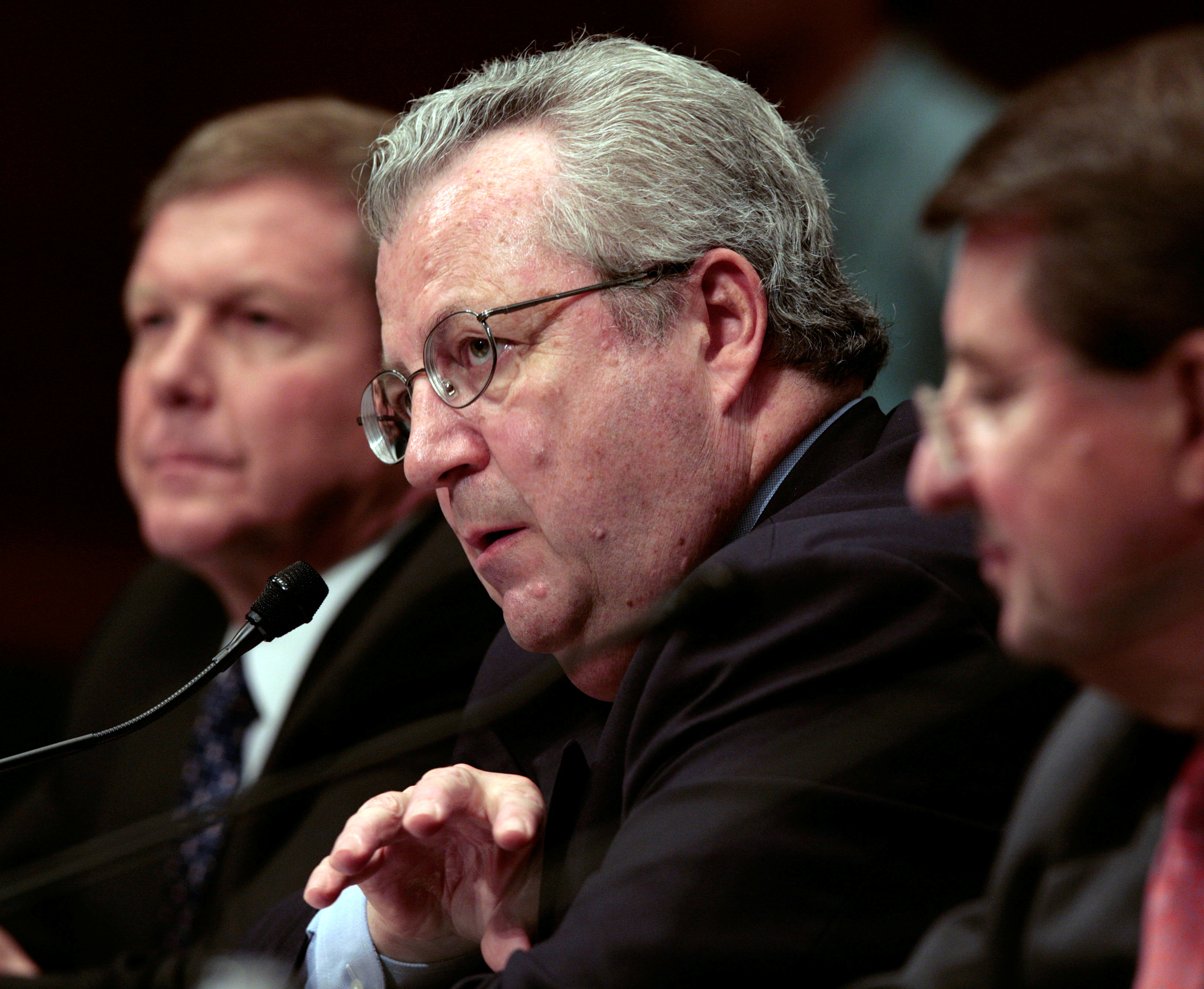 President of Shell Oil Company John Hofmeister (C) is joined by Chairman and President of BP America Inc. Robert Malone (L), and Vice Chairman of the Board of Chevron Corporation Peter Robertson as he testifies about the rising cost of gas prices before the Senate Judiciary Committee on Capitol Hill May 21, 2008. REUTERS/Larry Downing   (UNITED STATES)/File Photo