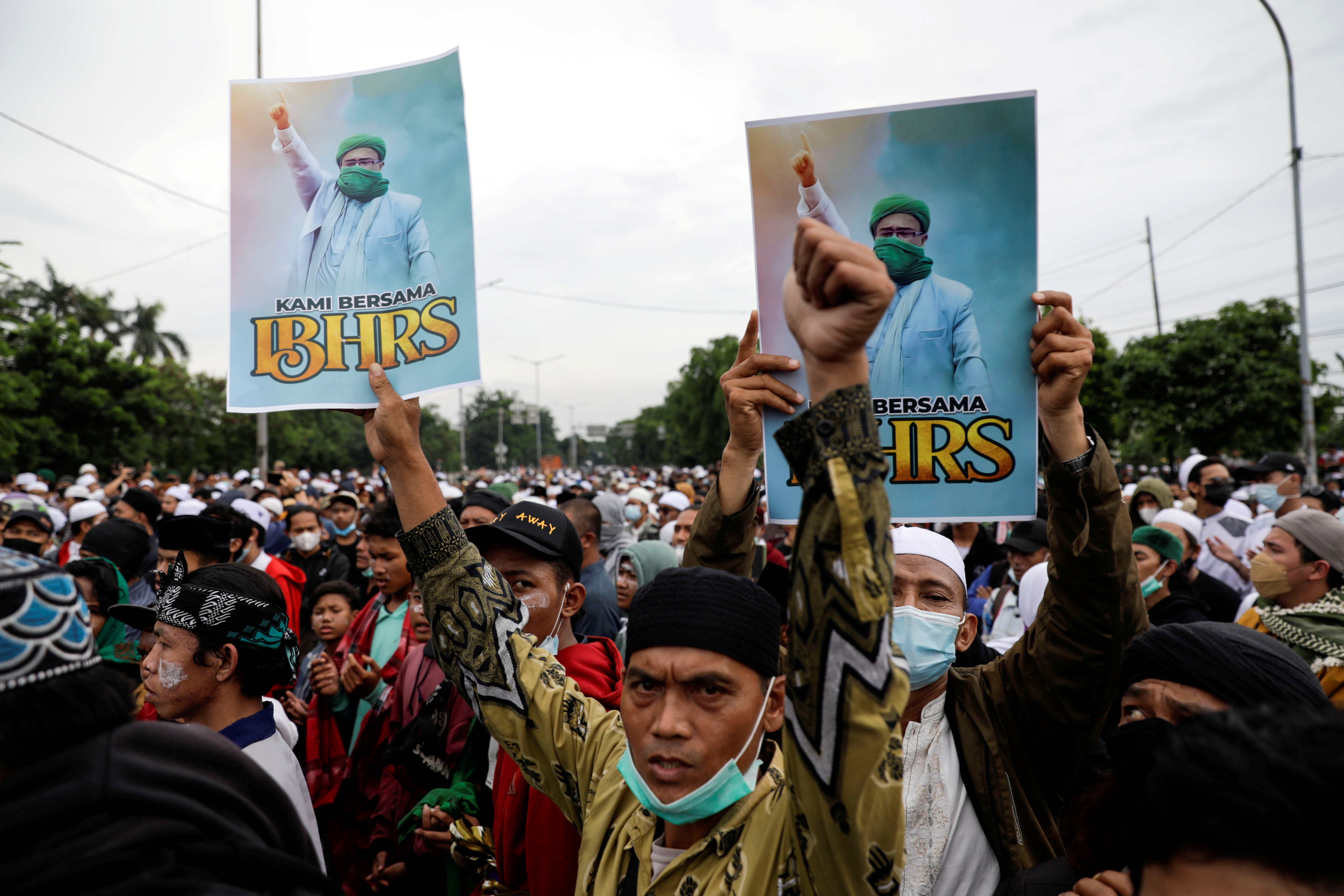 People take part in a protest supporting Rizieq Shihab, an Indonesian Islamic cleric who is sentenced for breaching coronavirus disease (COVID-19) curbs after his return last year from self-imposed exile, in Jakarta, Indonesia, June 24, 2021. REUTERS/Willy Kurniawan
