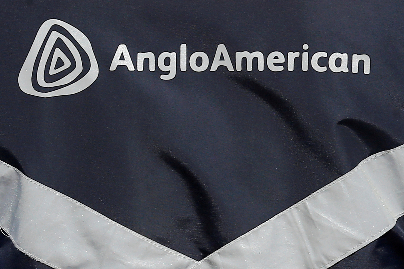 The logo of Anglo American is seen on a jacket of an employee at the Los Bronces copper mine, in the outskirts of Santiago, Chile March 14, 2019 REUTERS/Rodrigo Garrido