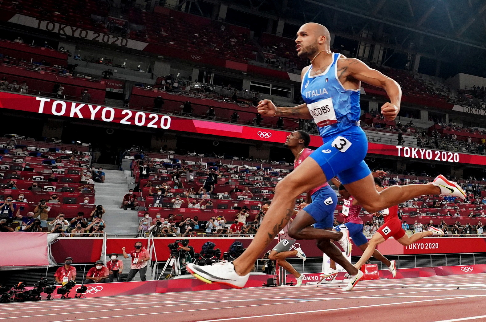 Tokyo 2020 Olympics - Athletics - Men's 100m - Final - OLS - Olympic Stadium, Tokyo, Japan - August 1, 2021. Lamont Marcell Jacobs of Italy crosses the finish line and wins gold REUTERS/Fabrizio Bensch     TPX IMAGES OF THE DAY
