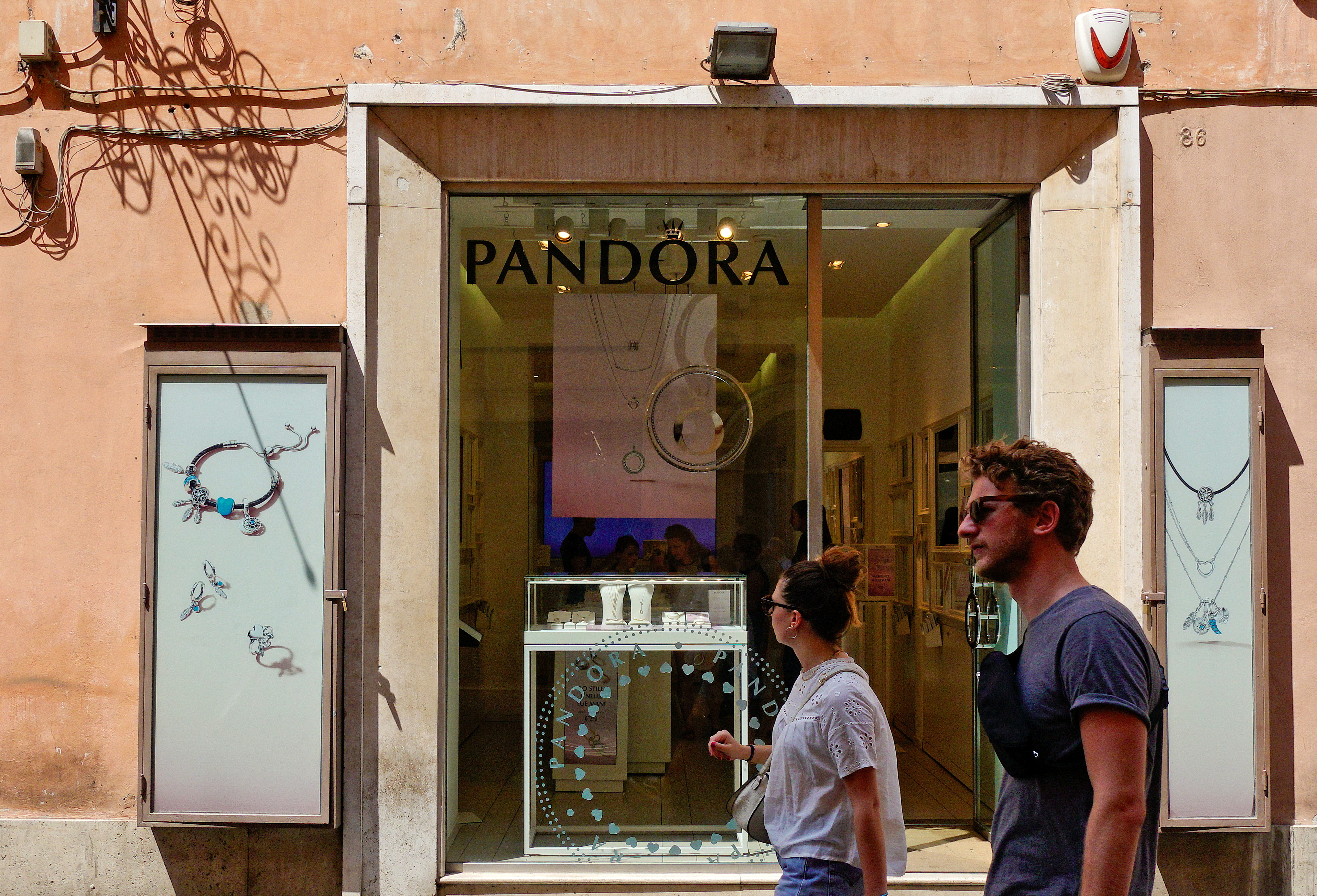 People walks in front of a Pandora jewellery shop in downtown Rome, Italy, August 7, 2018.  REUTERS/Max Rossi/File Photo