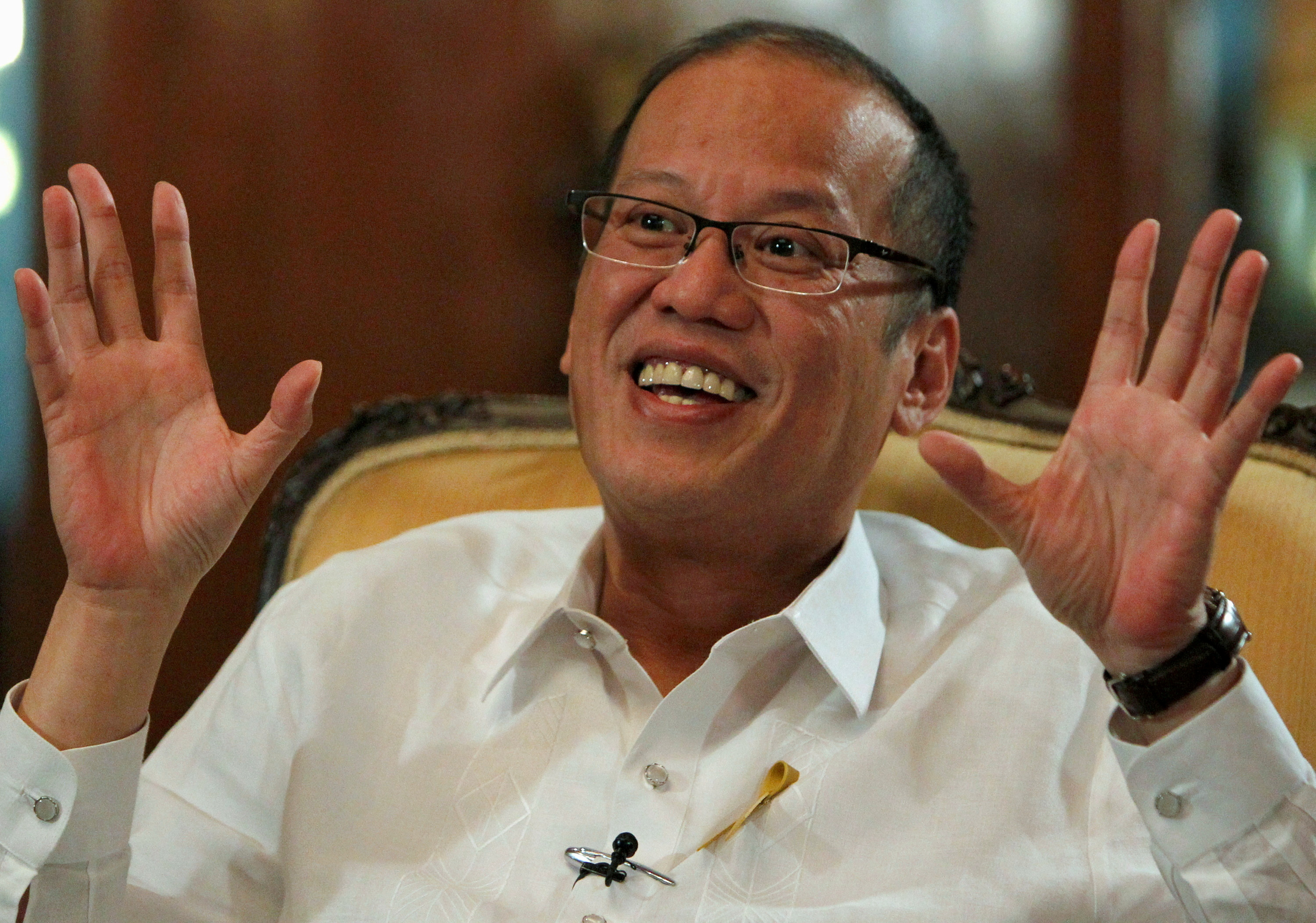 FILE PHOTO - Philippine President Benigno Aquino gestures during an interview with Reuters at the Malacanang presidential palace in Manila July 2, 2012.  REUTERS/Erik De Castro/File Picture