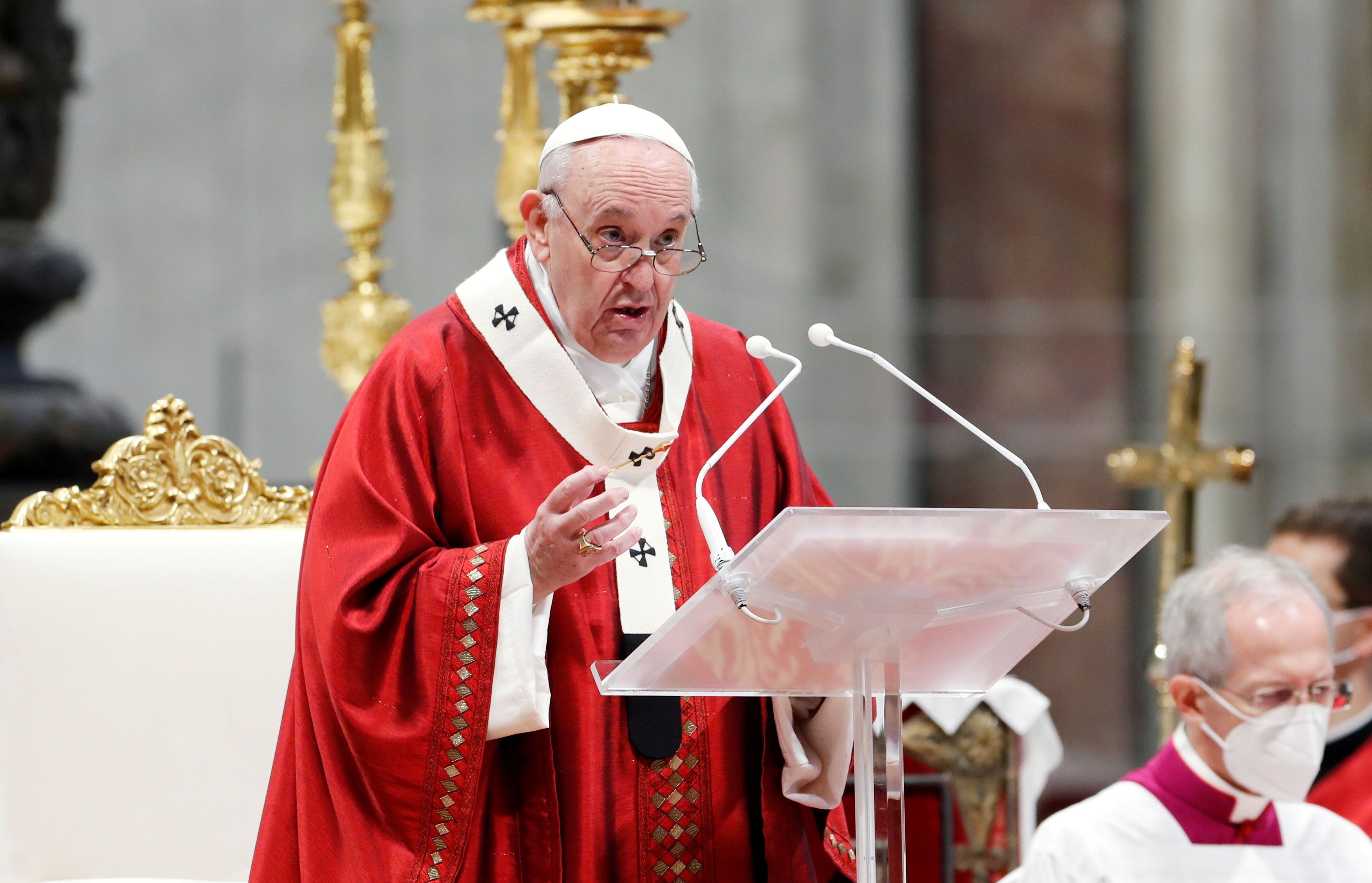 Pope Francis leads the Pentecost Mass at St. Peter's Basilica at the Vatican May 23, 2021. REUTERS/Remo Casilli/File Photo