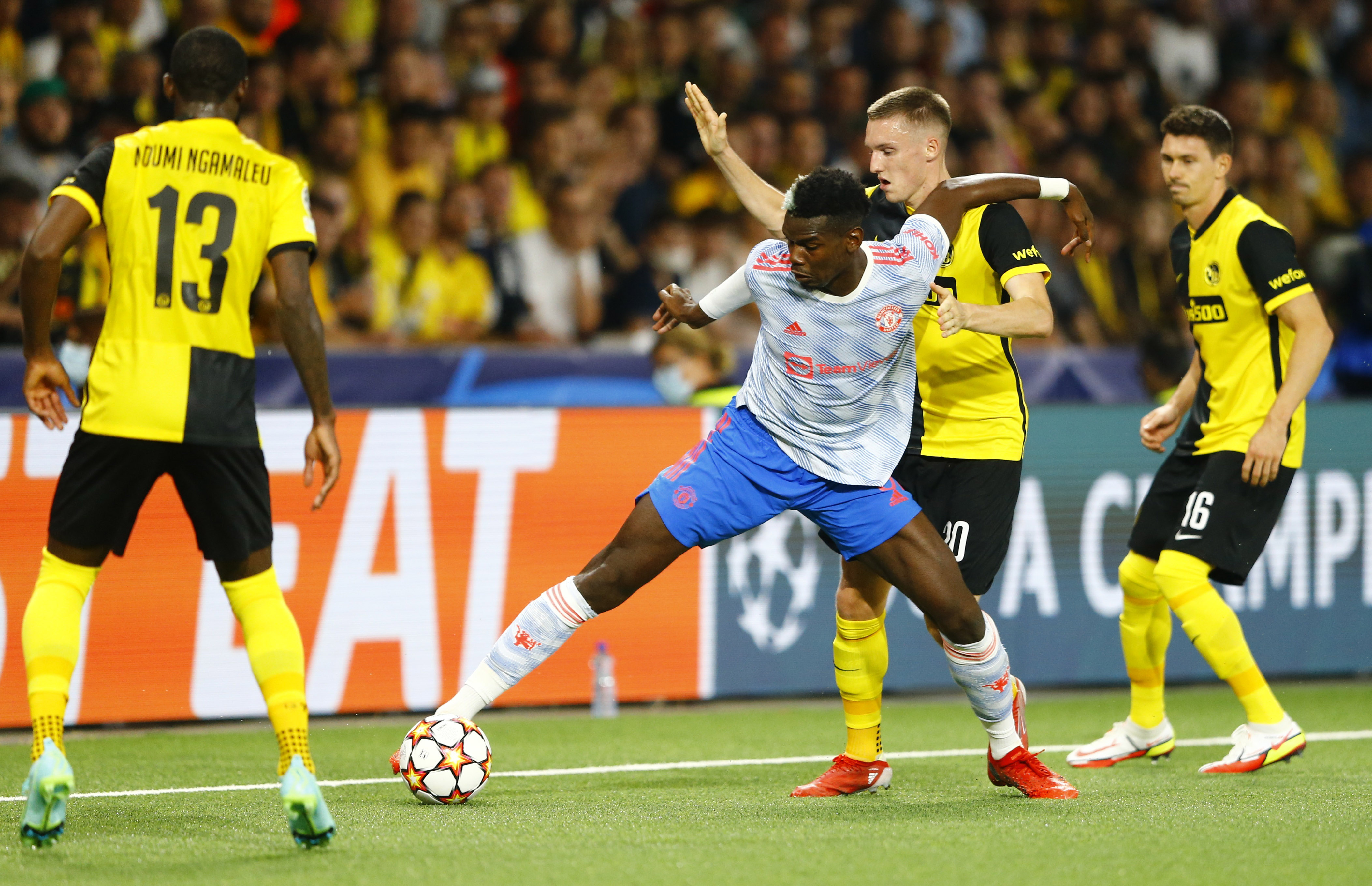 Soccer Football - Champions League - Group F - BSC Young Boys v Manchester United - Stadion Wankdorf, Bern, Switzerland- September 14, 2021 Manchester United's Paul Pogba in action with BSC Young Boys' Miralem Sulejmani REUTERS/Arnd Wiegmann