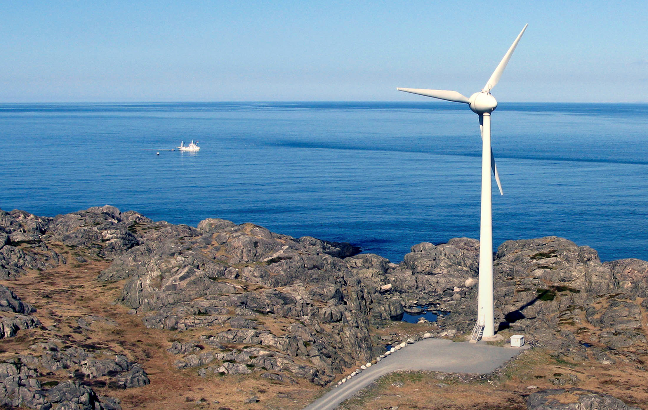 A windmill stands next to the ocean in Utsira, Norway April 22, 2008. REUTERS/Wojciech Moskwa