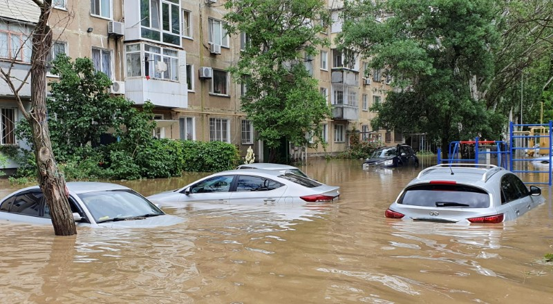 A view shows cars parked in a flooded yard following heavy rainfall in Kerch, Crimea June 17, 2021. REUTERS/Alla Dmitrieva