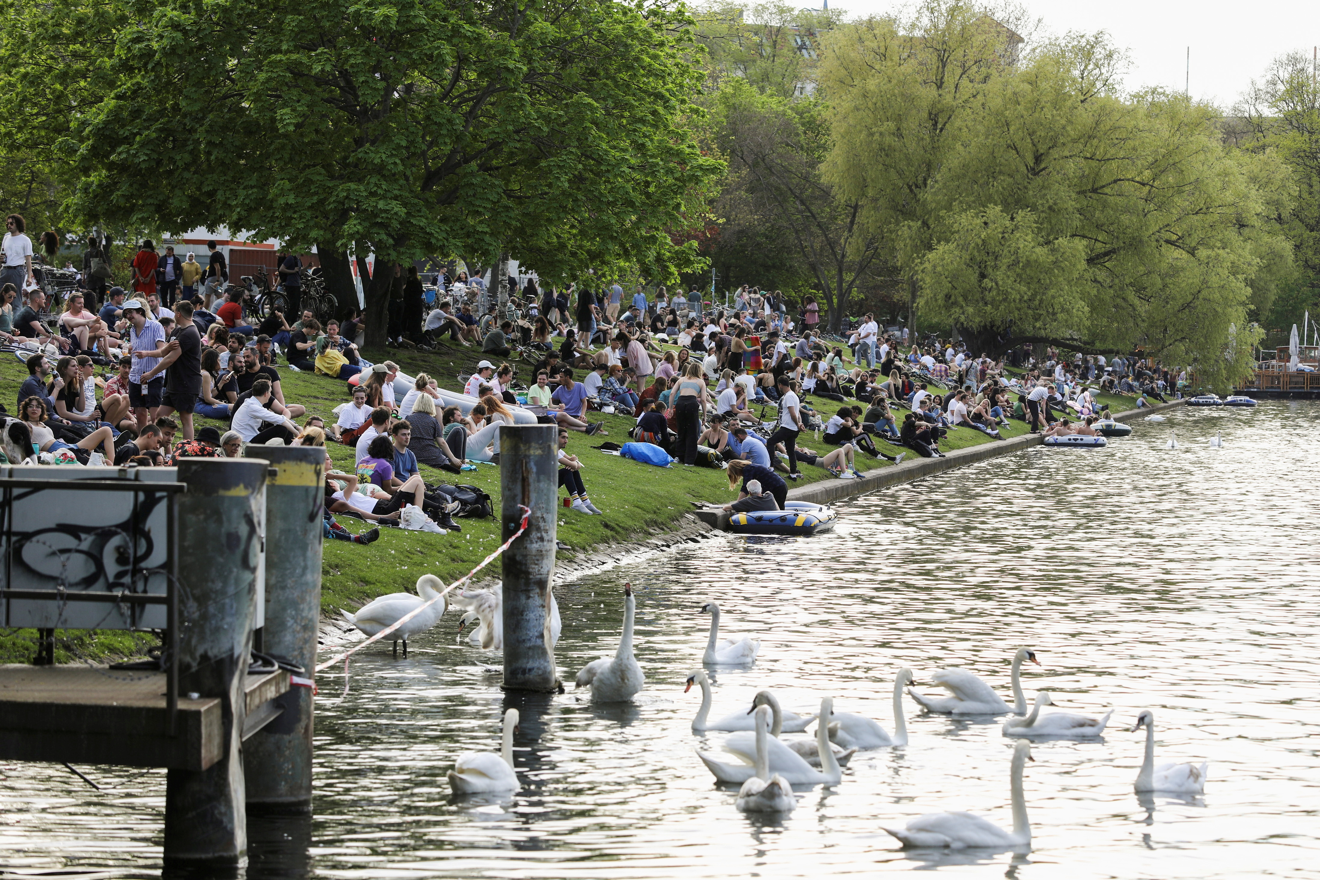People enjoy the sunny weather on the bank of the Landwehrkanal, as the spread of the coronavirus disease (COVID-19) continues, in Berlin, Germany, May 9, 2021. REUTERS/Christian Mang/File Photo