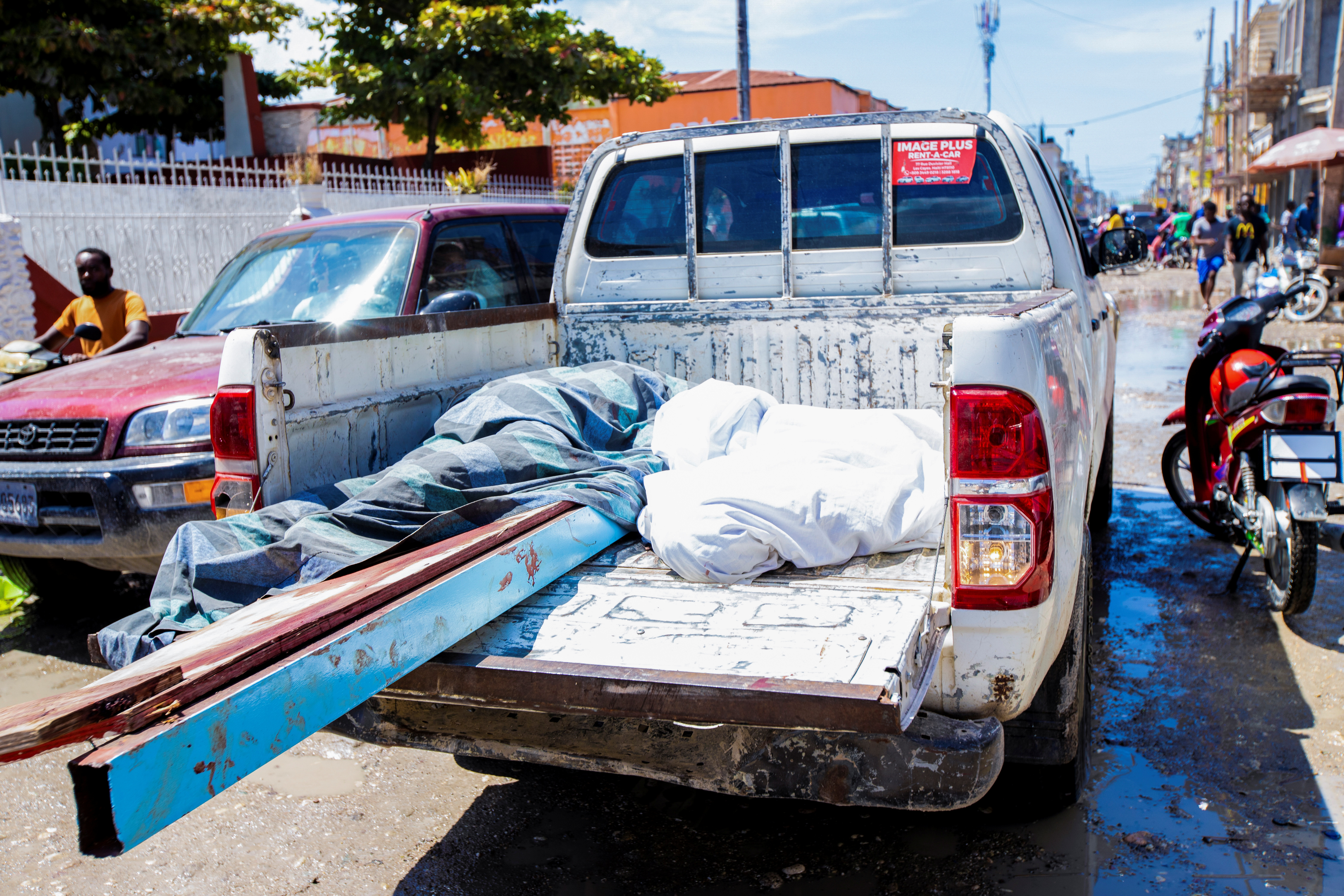 The bodies of two persons lie on the bed of a truck following a 7.2 magnitude earthquake in Les Cayes, Haiti August 14, 2021. REUTERS/Ralph Tedy Erol NO RESALES. NO ARCHIVES