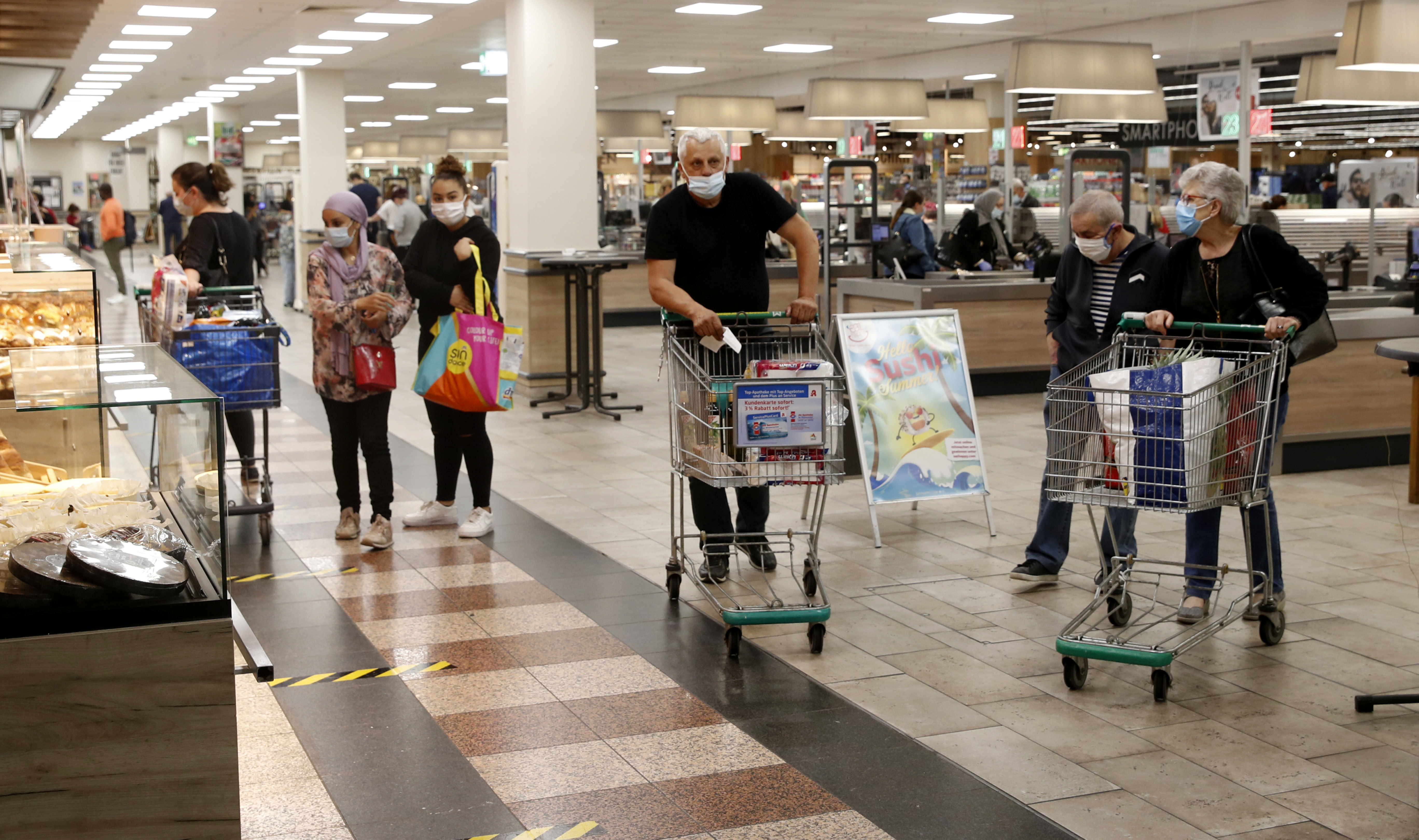 People are seen in a supermarket after the re-opening of the borders, amid the coronavirus disease (COVID-19) outbreak, at the Rhein Center shopping mall in Weil am Rhein, Germany June 15, 2020.     REUTERS/Arnd Wiegmann/File photo