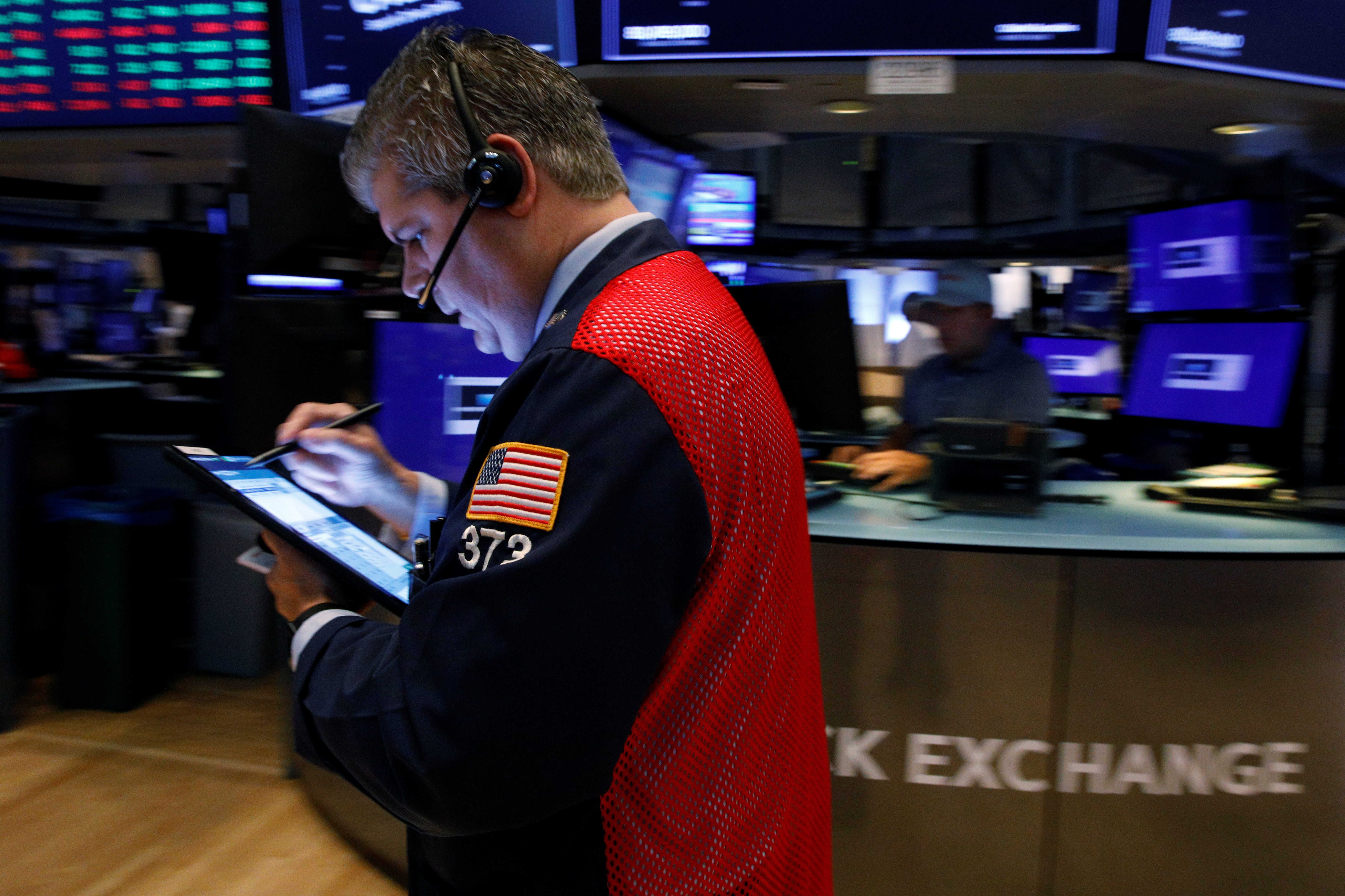 Traders work on the floor of the New York Stock Exchange (NYSE) in New York City, U.S., August 27, 2021.  REUTERS/Brendan McDermid/File photo