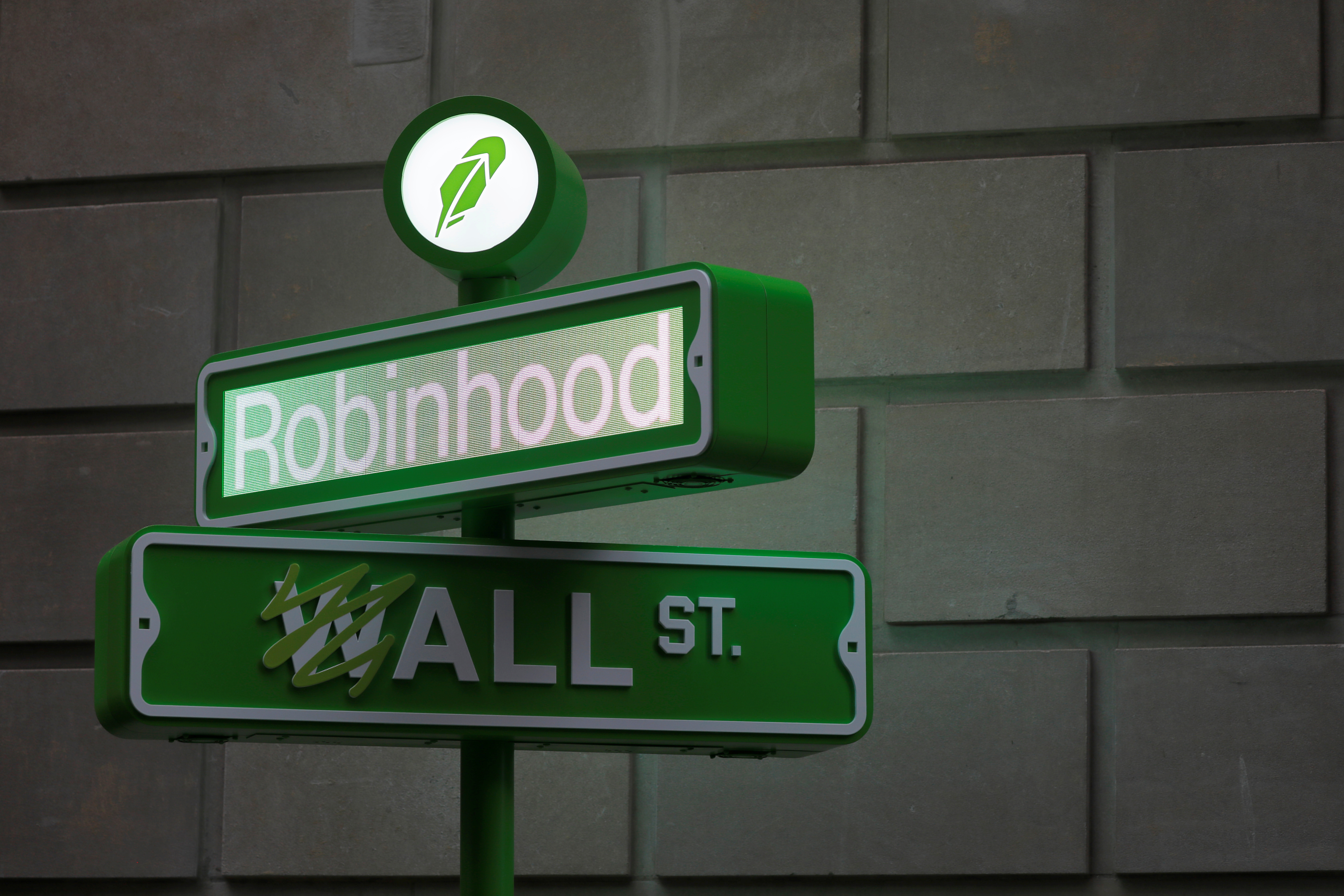 The logo of Robinhood Markets is displayed at a pop-up event on Wall Street after the company's IPO in New York City, July 29, 2021. REUTERS/Andrew Kelly