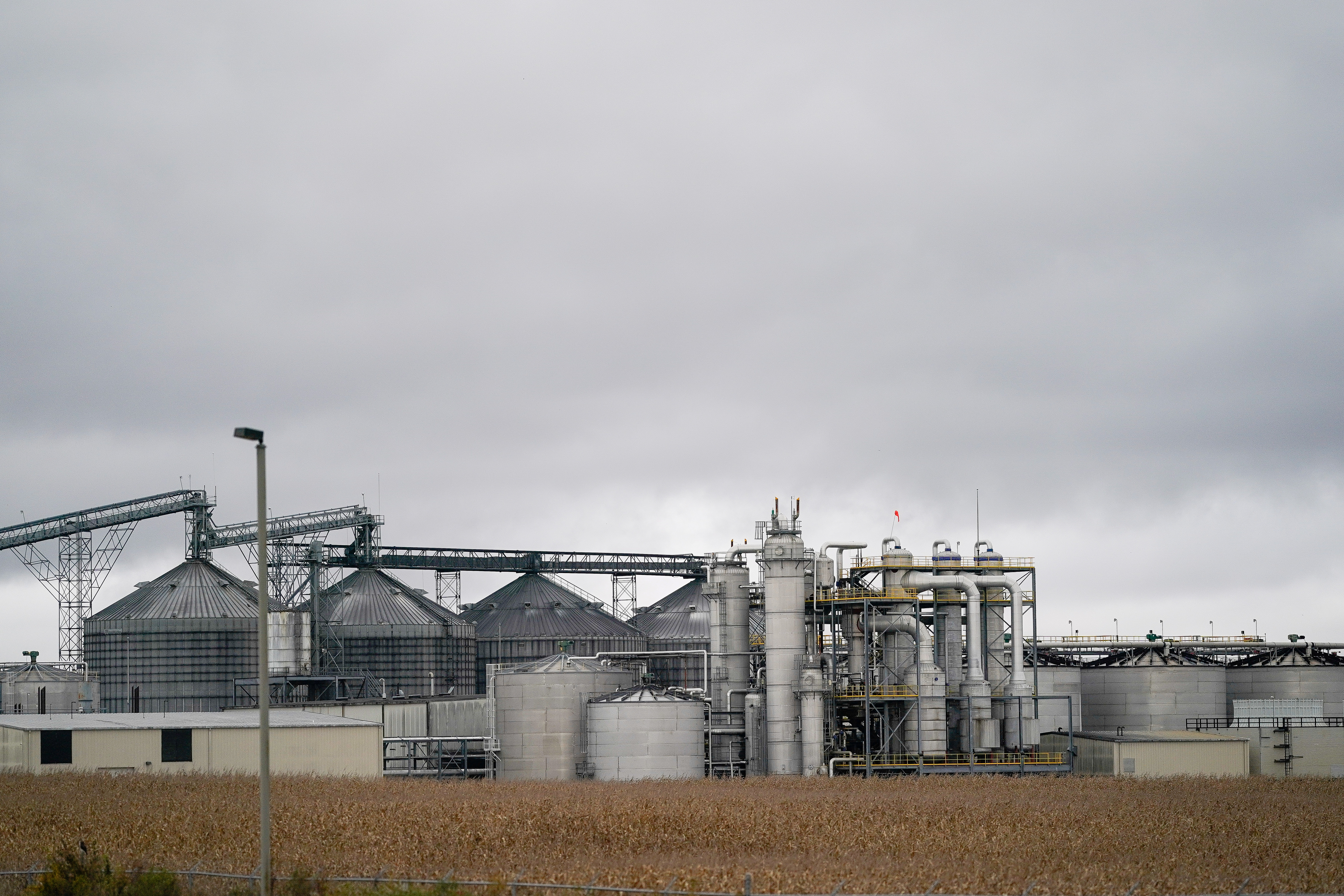 POET Biorefining plant in Cloverdale, Indiana, U.S. October 29, 2019. REUTERS/Bryan Woolston/File Photo