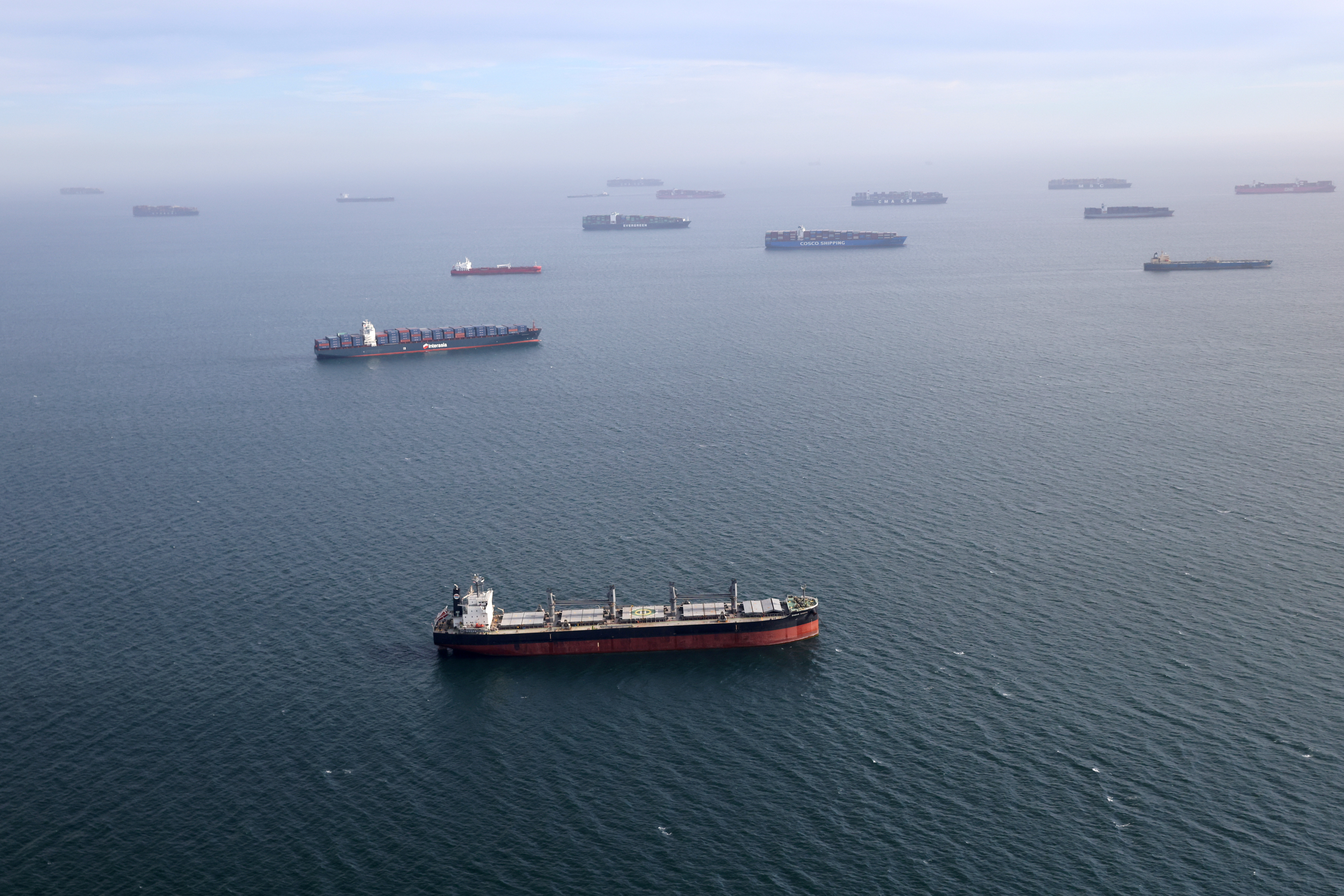 Container ships and oil tankers wait in the ocean outside the Port of Long Beach-Port of Los Angeles complex, amid the coronavirus disease (COVID-19) pandemic, in Los Angeles, California, U.S., April 7, 2021. REUTERS/Lucy Nicholson/File Photo