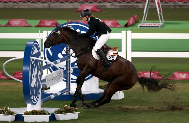 Tokyo 2020 Olympics - Modern Pentathlon - Women's Riding - Tokyo Stadium - Tokyo, Japan - August 6, 2021. Annika Schleu of Germany in action REUTERS/Ivan Alvarado