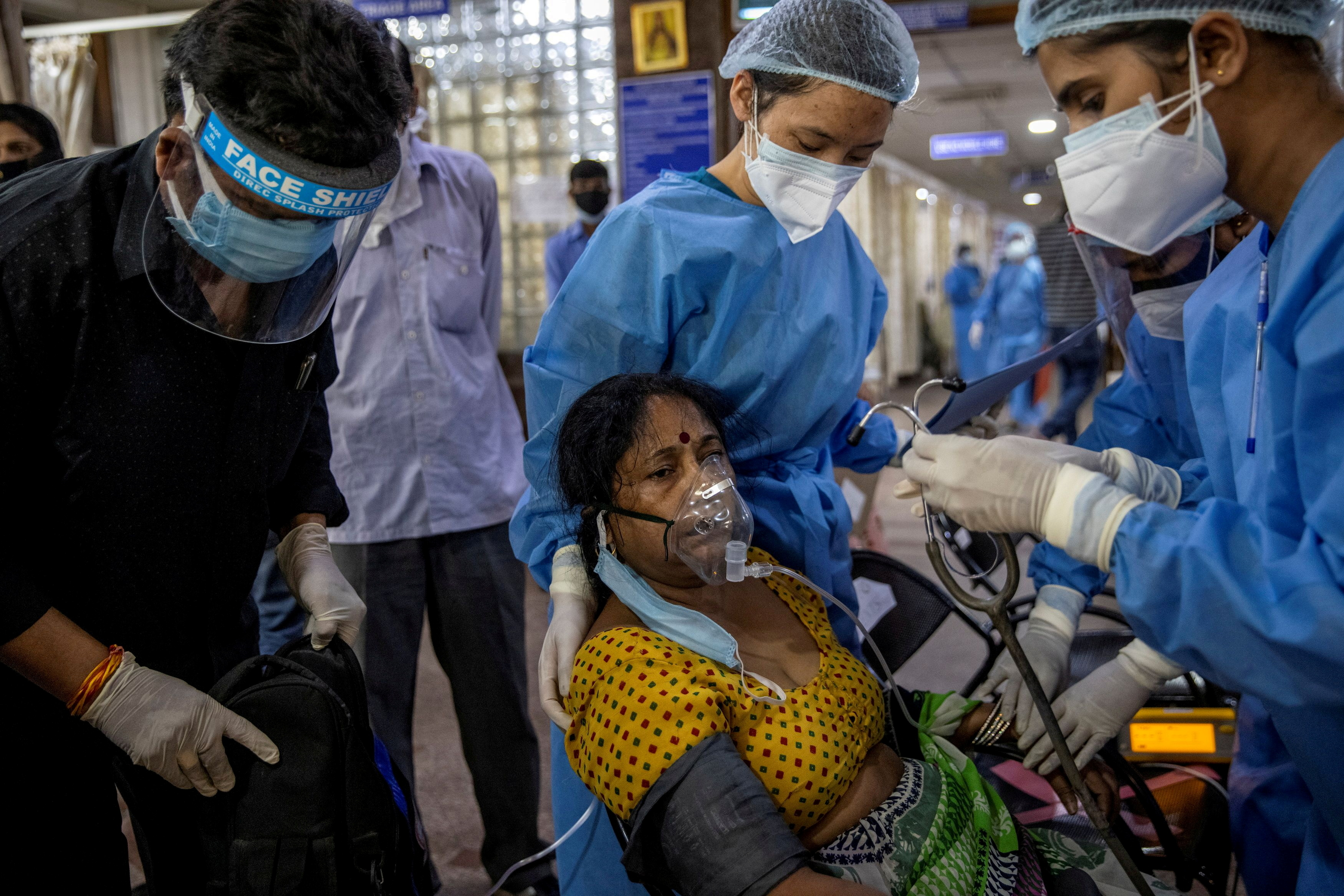 A patient suffering from the coronavirus receives treatment inside the emergency ward at Holy Family hospital in New Delhi, April 29. REUTERS/Danish Siddiqui/File Photo