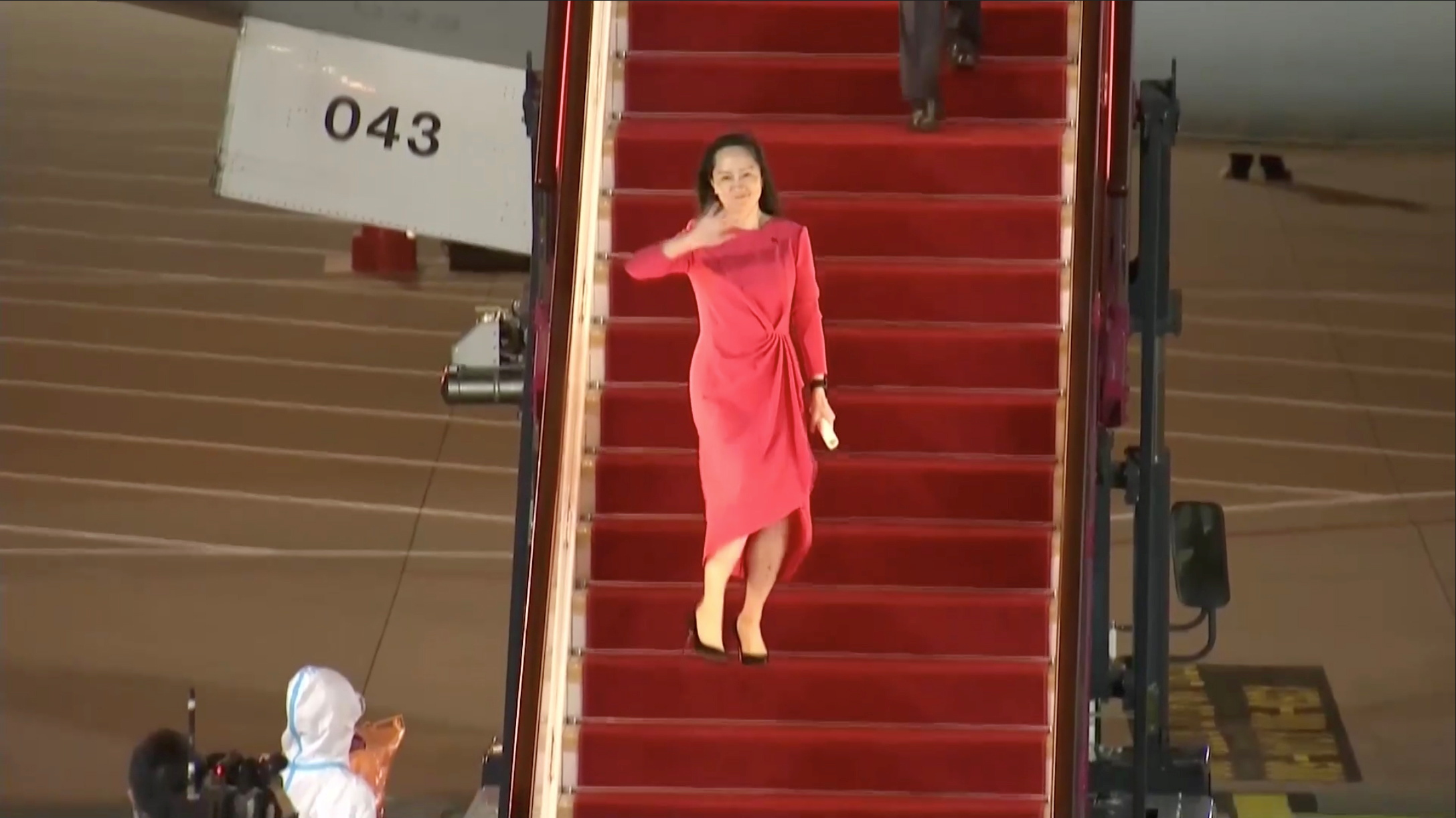 Huawei Technologies Chief Financial Officer Meng Wanzhou waves upon arriving from Canada at Shenzhen Baoan International Airport, in Shenzhen, Guangdong province, China September 25, 2021. CCTV via REUTERS TV