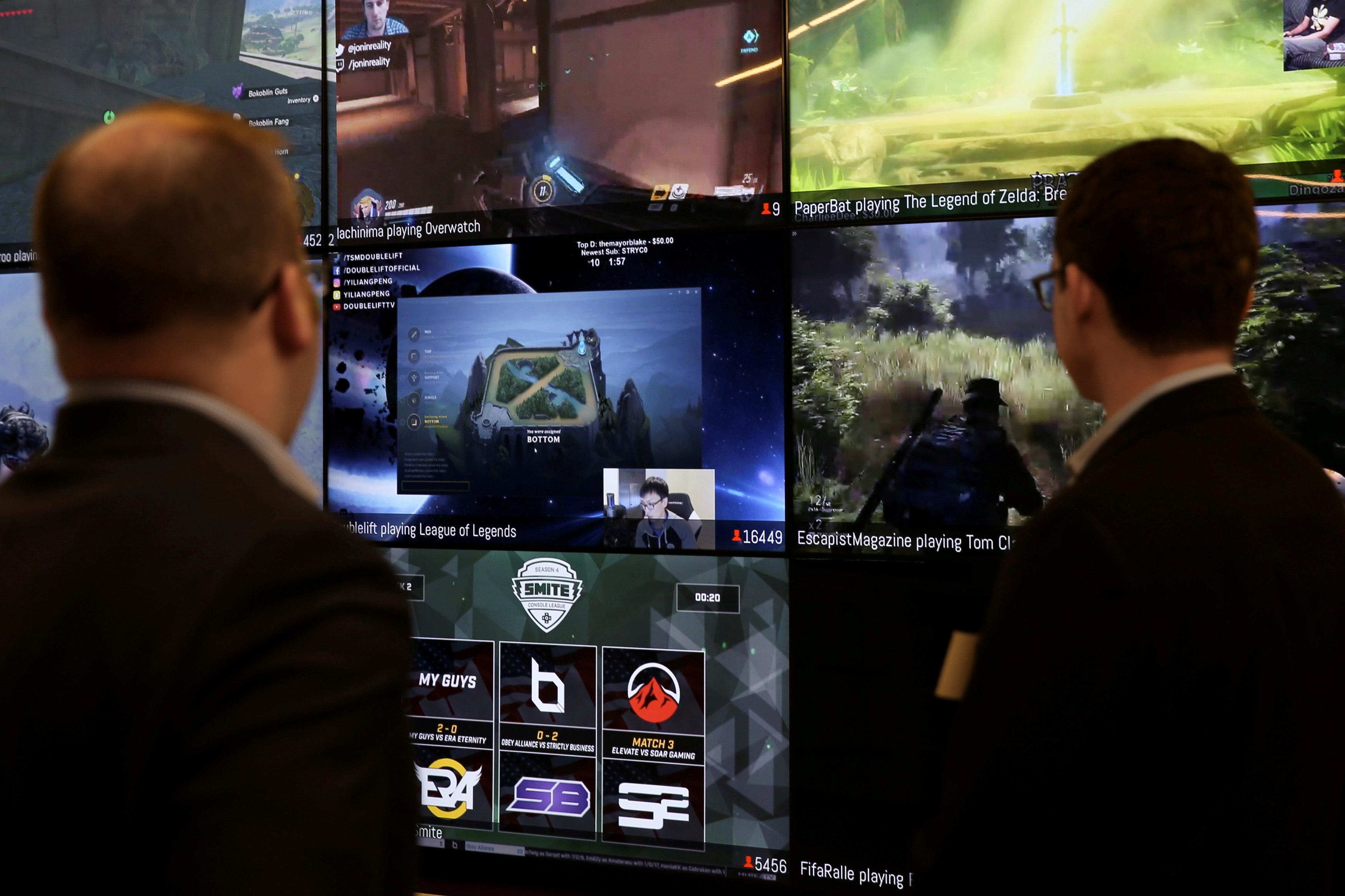 Men look at a wall of real-time video game play in the lobby of Twitch Interactive Inc, a social video platform and gaming community owned by Amazon, in San Francisco, California, U.S., March 6, 2017.  REUTERS/Elijah Nouvelage