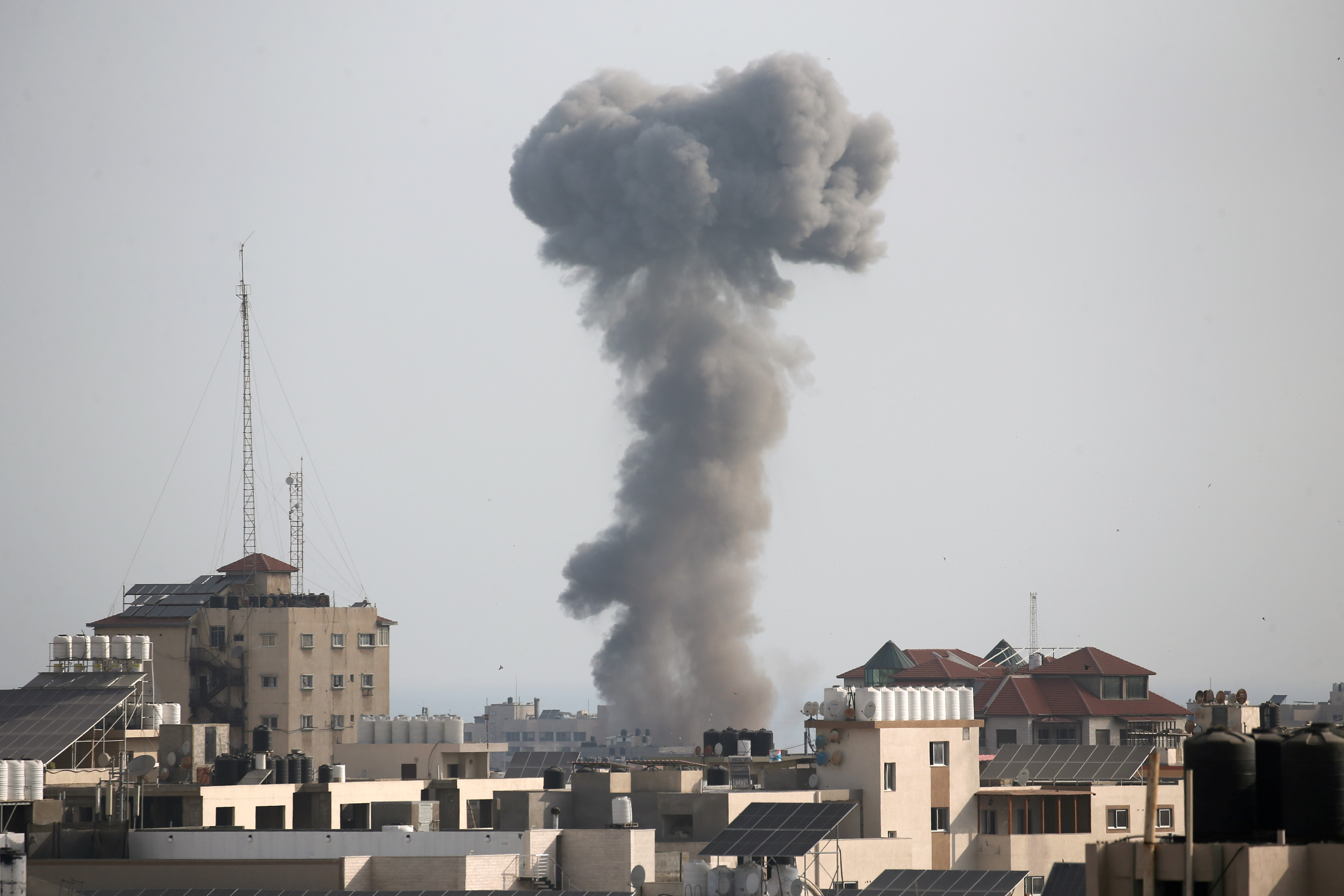 Smoke rises following an Israeli air strike, amid Israeli-Palestinian fighting, in Gaza, May 20, 2021. REUTERS/Ibraheem Abu Mustafa