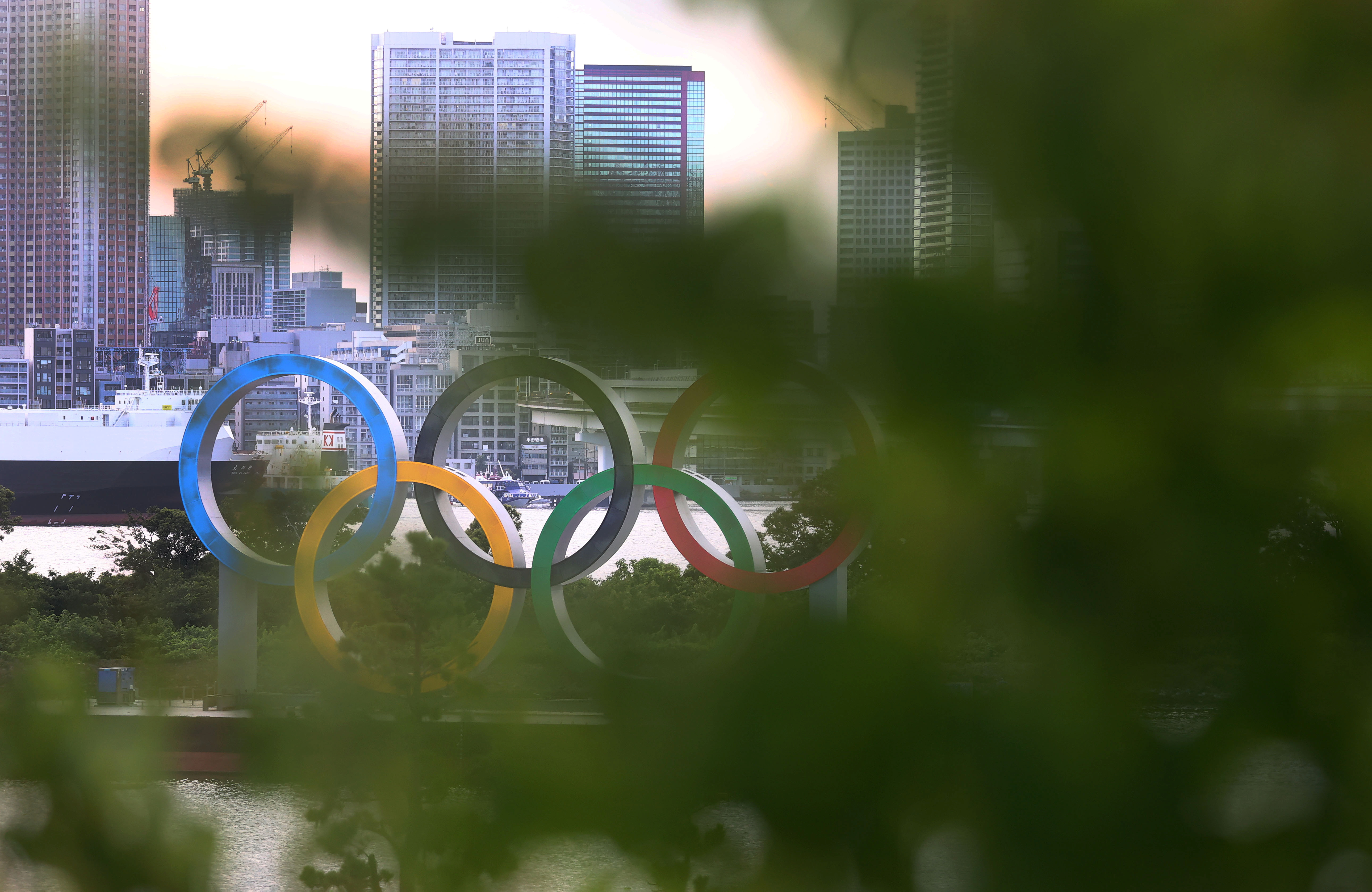 The Olympic Rings are seen in front of the skyline during sunset, three days ahead of the official opening of the Tokyo 2020 Olympic Games in Tokyo, Japan, July 20, 2021.   REUTERS/Kai Pfaffenbach