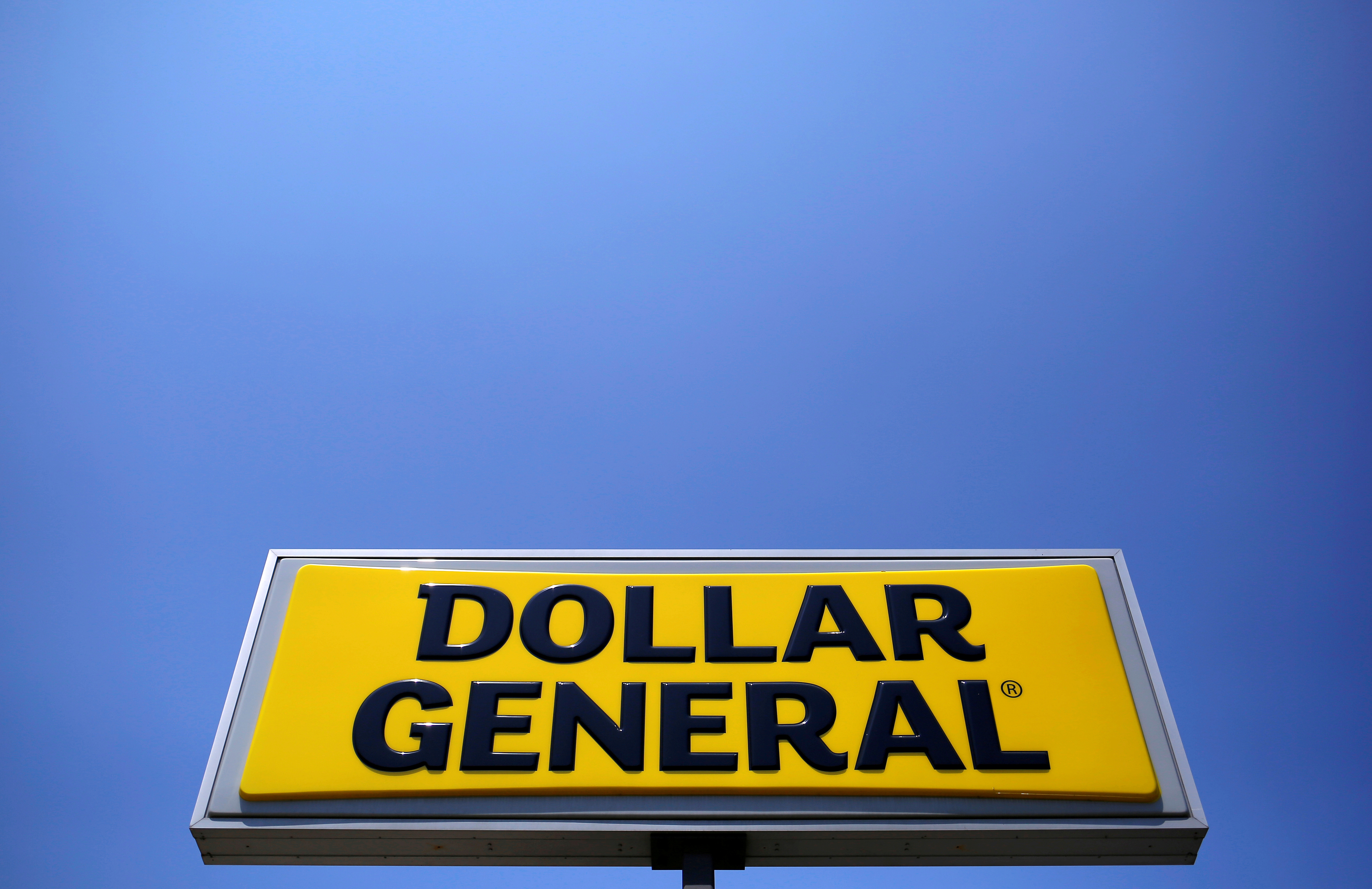 Is Dollar General Open On Christmas Day 2021 Dollar Stores Hit By Freight Costs As Labor Squeeze Looms Reuters