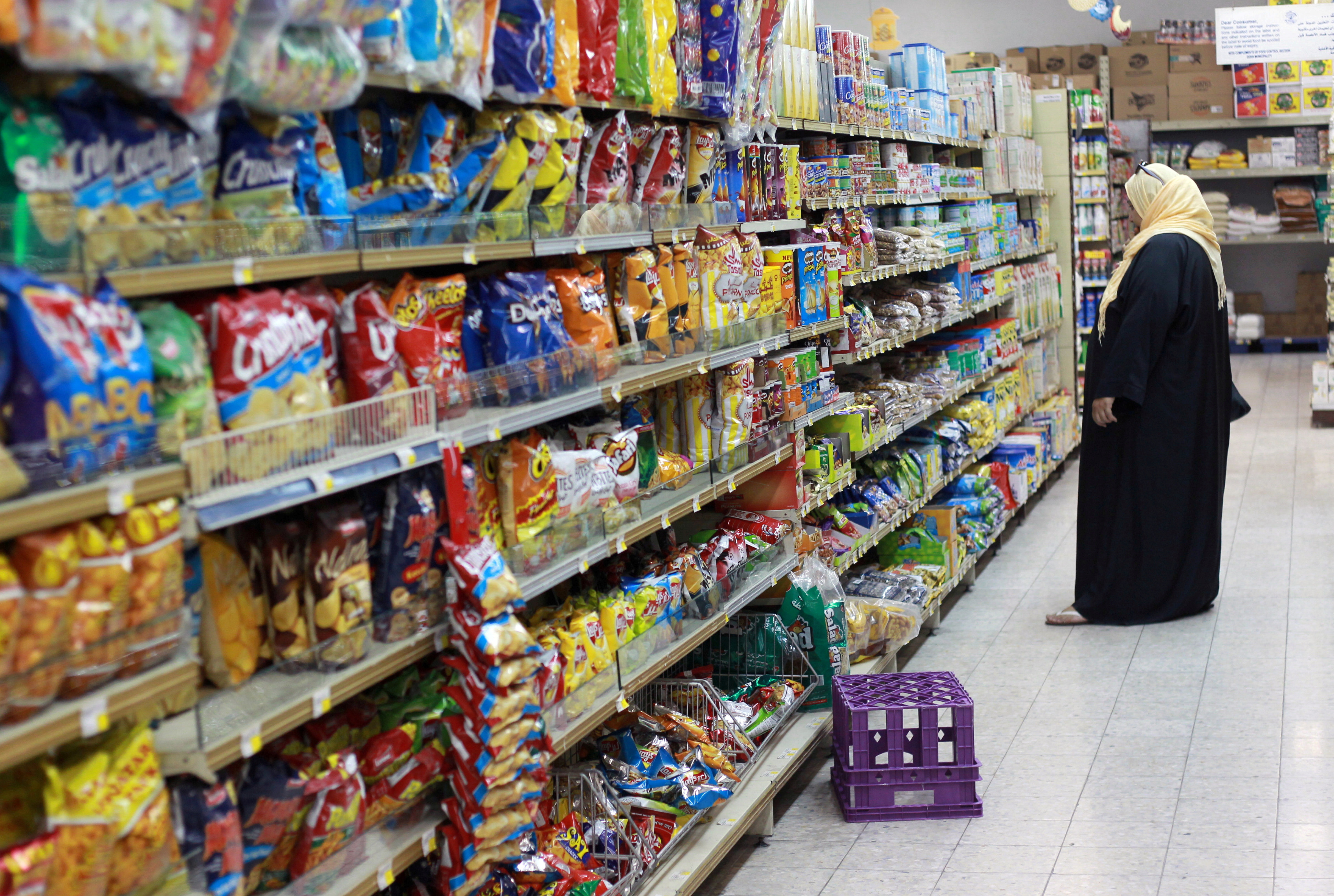 A woman shops in a supermarket in Doha, Qatar June 7, 2017. REUTERS/Stringer/