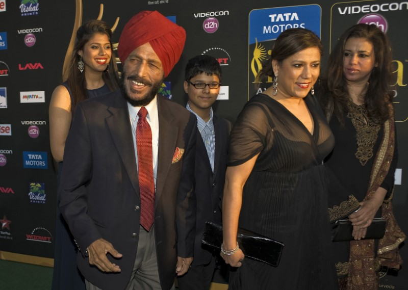 Former Indian track and field  athlete Milkha Singh (2nd L) walks the green carpet with his family as they arrive for the 15th annual International Indian Film Awards in Tampa, Florida, April 26, 2014. REUTERS/Steve Nesius