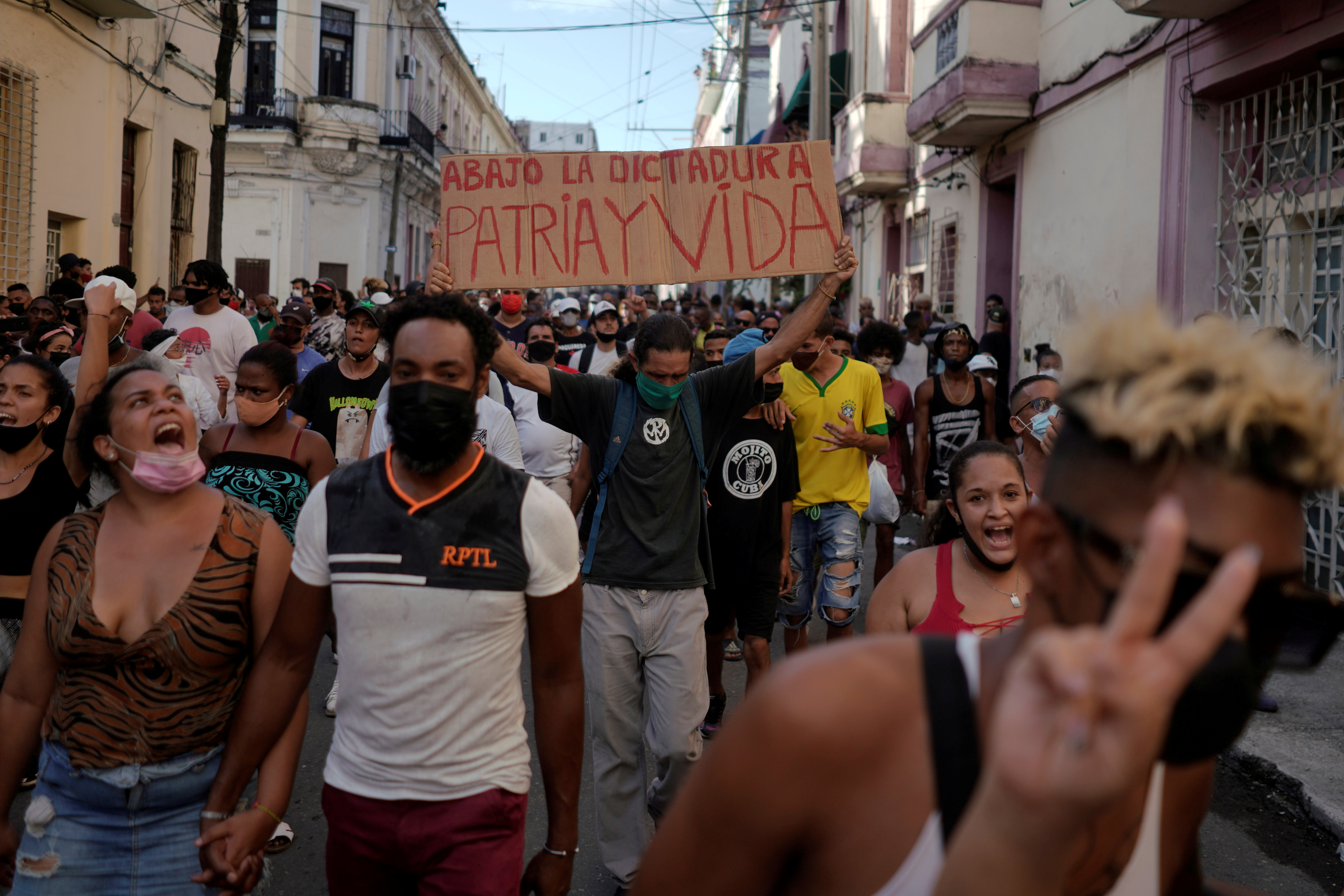 People shout slogans against the government during a protest against and in support of the government, amidst the coronavirus disease (COVID-19) outbreak, in Havana, Cuba July 11, 2021. REUTERS/Alexandre Meneghini/File Photo