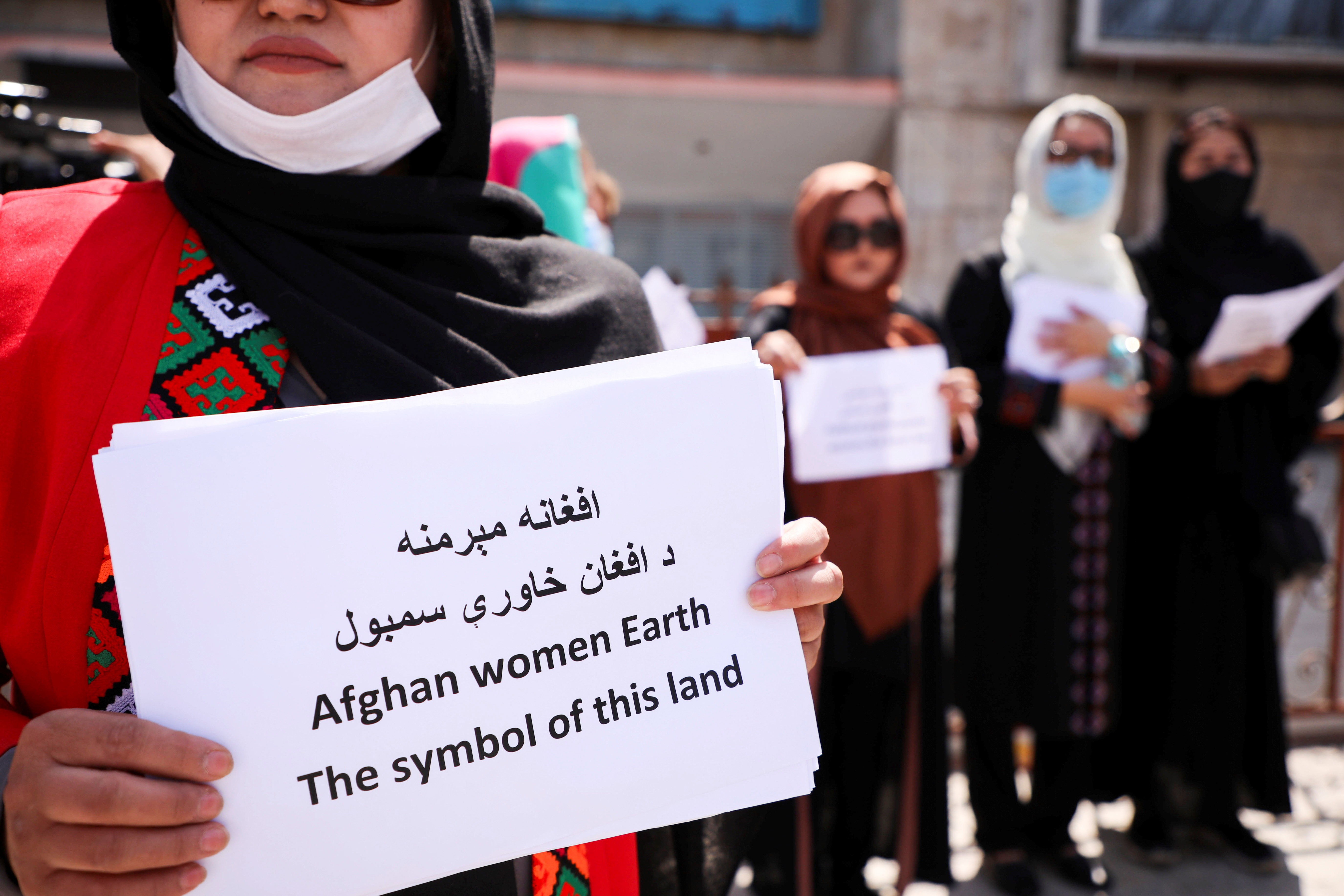 Afghan women's rights defenders and civil activists protest to call on the Taliban for the preservation of their achievements and education, in front of the presidential palace in Kabul, Afghanistan September 3, 2021. REUTERS/Stringer