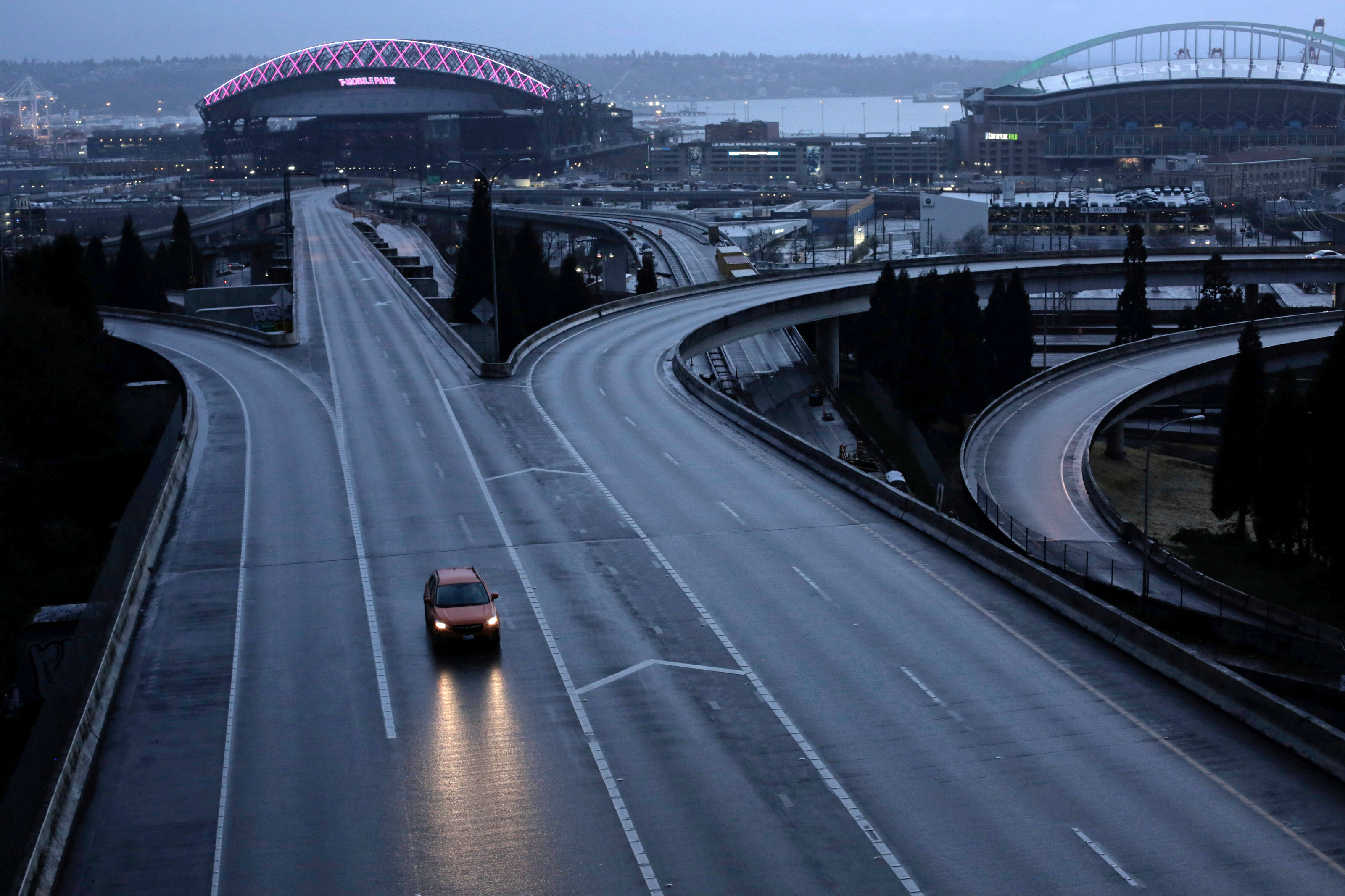 A car moves along an empty highway during the coronavirus disease (COVID-19) outbreak in Seattle, Washington, U.S. March 30, 2020.  REUTERS/David Ryder/File Photo