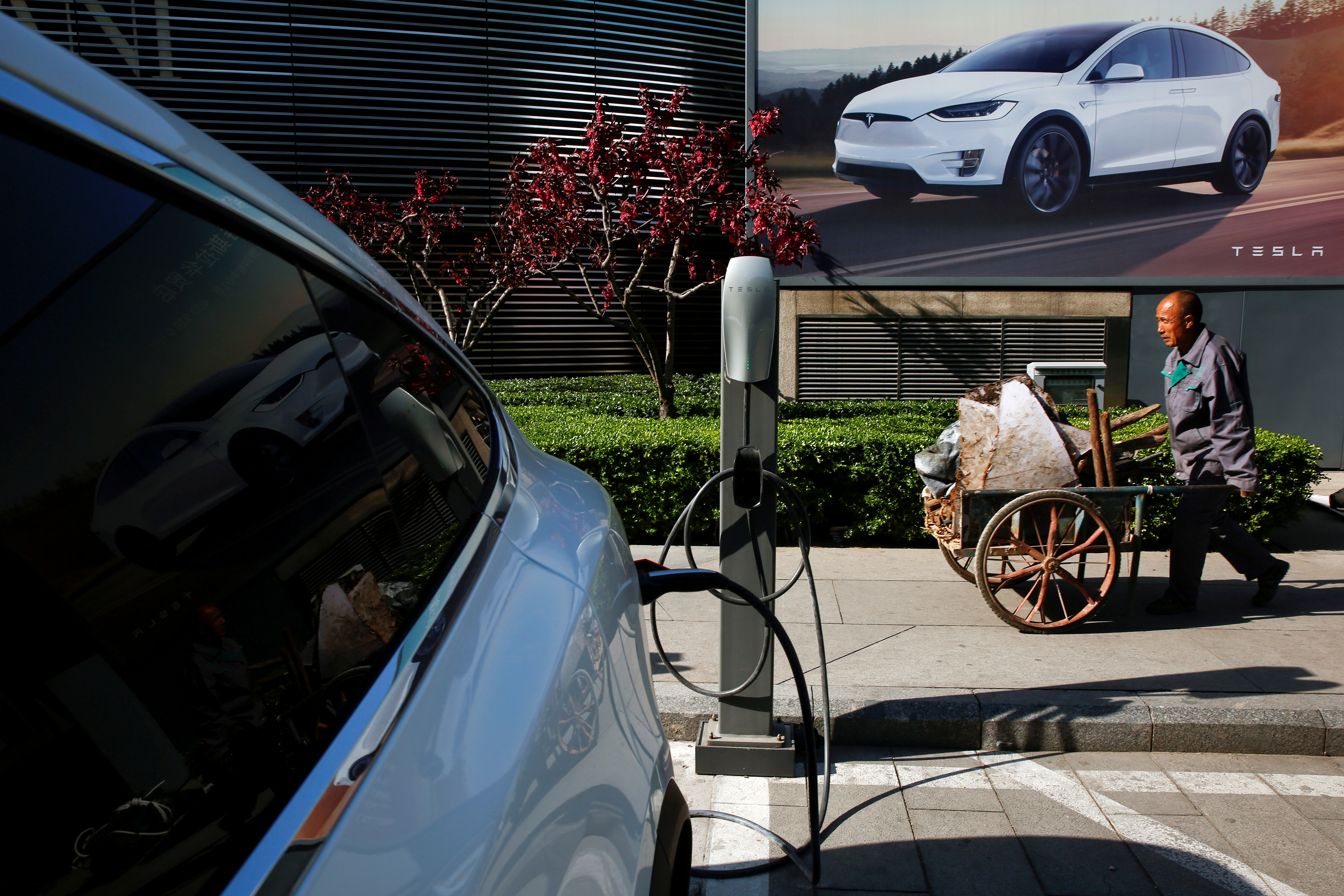 A Tesla car being charged at a charging station in Beijing, China, April 18, 2017.  REUTERS/Thomas Peter