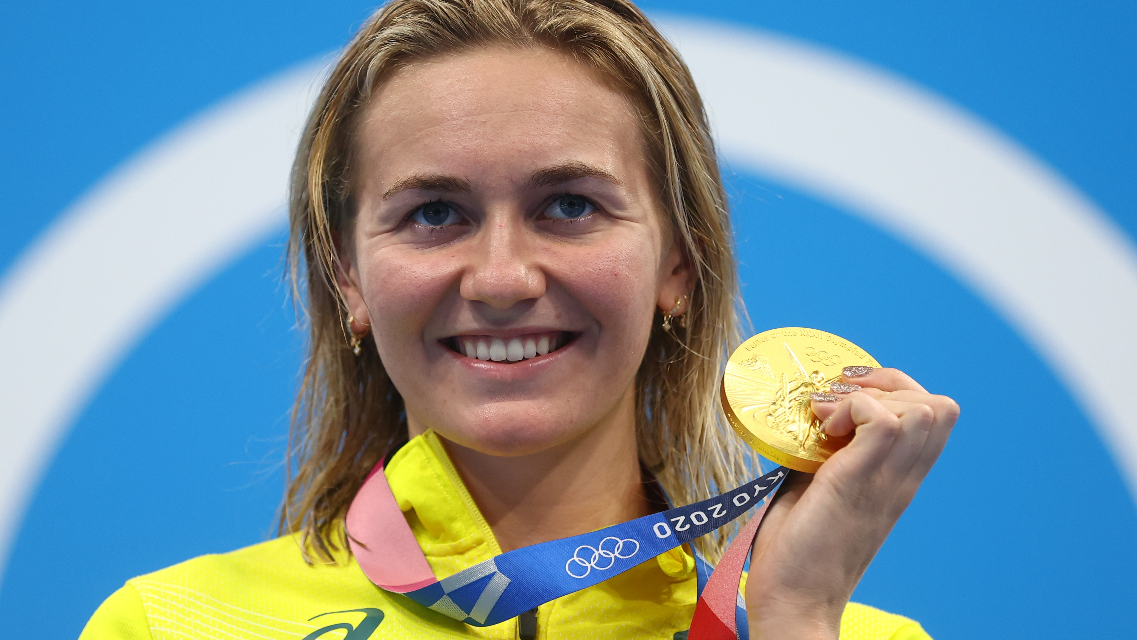 Tokyo 2020 Olympics - Swimming - Women's 200m Freestyle - Medal Ceremony - Tokyo Aquatics Centre - Tokyo, Japan - July 28, 2021. Ariarne Titmus of Australia poses with her gold medal REUTERS/Kai Pfaffenbach