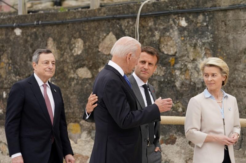 France's President Emmanuel Macron, U.S. President Joe Biden, European Commission President Ursula von der Leyen and Italy's Prime Minister Mario Draghi walk along the boardwalk during the G7 summit in Carbis Bay, Cornwall, Britain, June 11, 2021. REUTERS/Kevin Lamarque/Pool