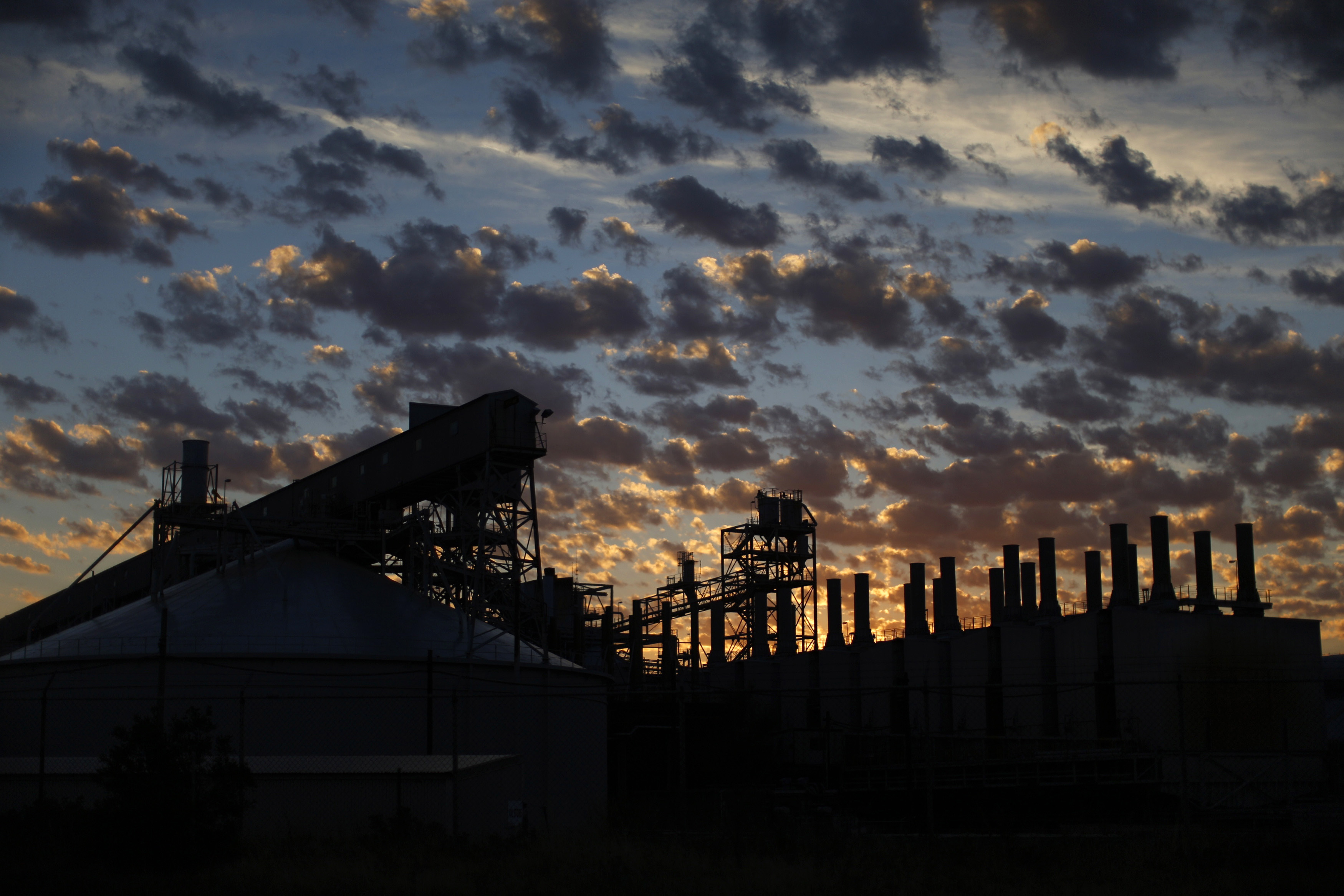 The Alcoa Aluminium Smelter is pictured before sunrise at Point Henry in Geelong, south of Melbourne, February 25, 2014. REUTERS/Jason Reed/File Photo