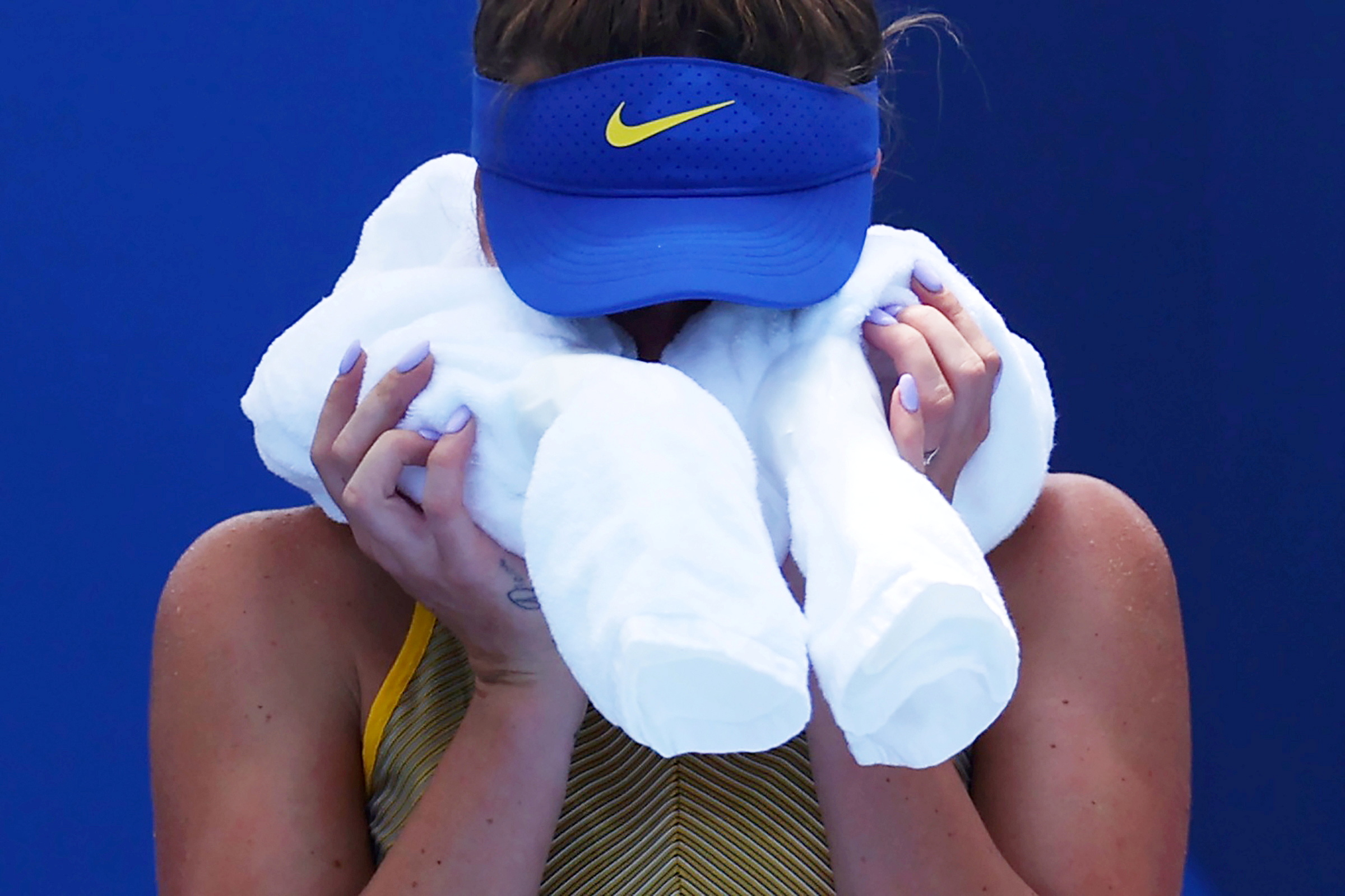 Tokyo 2020 Olympics - Tennis - Women's Singles - Quarterfinal - Ariake Tennis Park - Tokyo, Japan - July 28, 2021. Elina Svitolina of Ukraine cools off during her quarterfinal match against Camila Giorgi of Italy REUTERS/Edgar Su     TPX IMAGES OF THE DAY