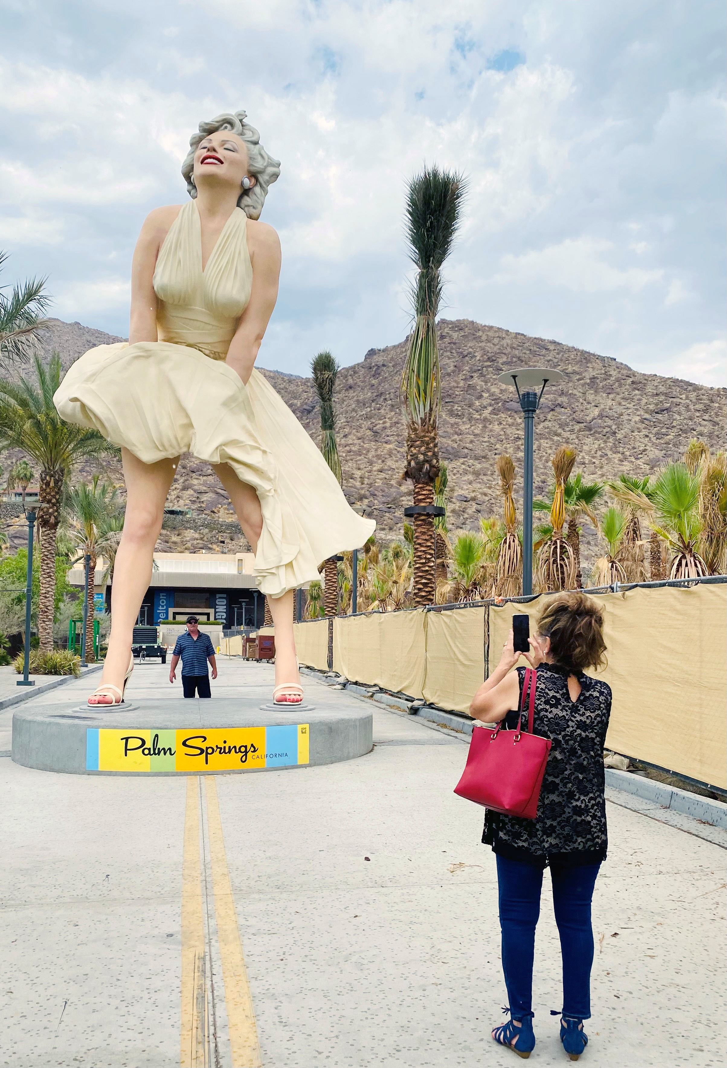 Marilyn Monroe statue returns to Palm Springs, to cheers and jeers ...