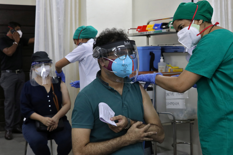 Viral Kothari, 39, receives his first dose of COVISHIELD, a coronavirus disease (COVID-19) vaccine manufactured by Serum Institute of India, at a vaccination centre in Mumbai, India, May 3, 2021. REUTERS/Niharika Kulkarni