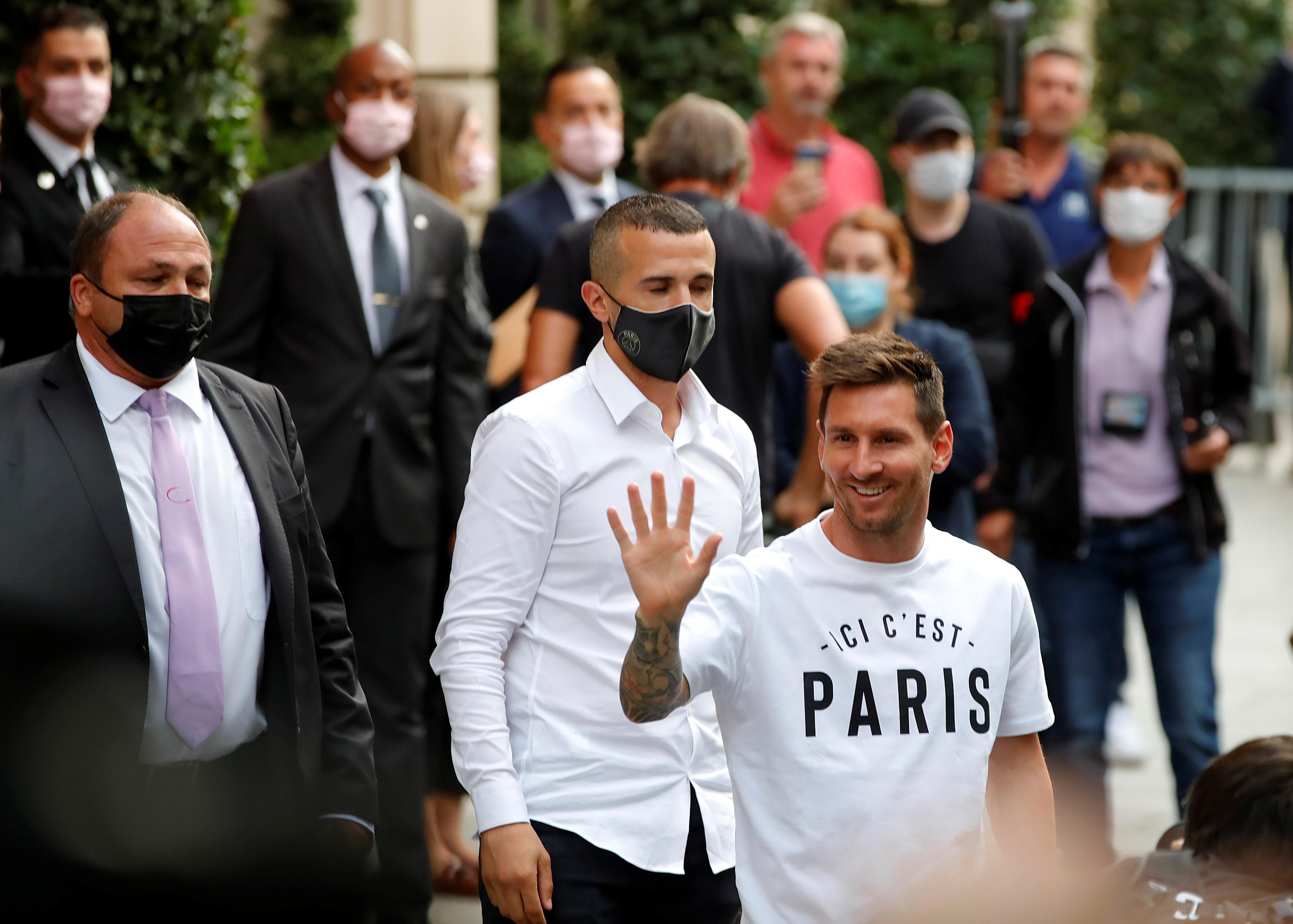 Soccer Football - Lionel Messi arrives in Paris to join Paris St Germain - Paris, France - August 10, 2021  Lionel Messi arrives at the Royal Monceau Hotel REUTERS/Sarah Meyssonnier/File Photo