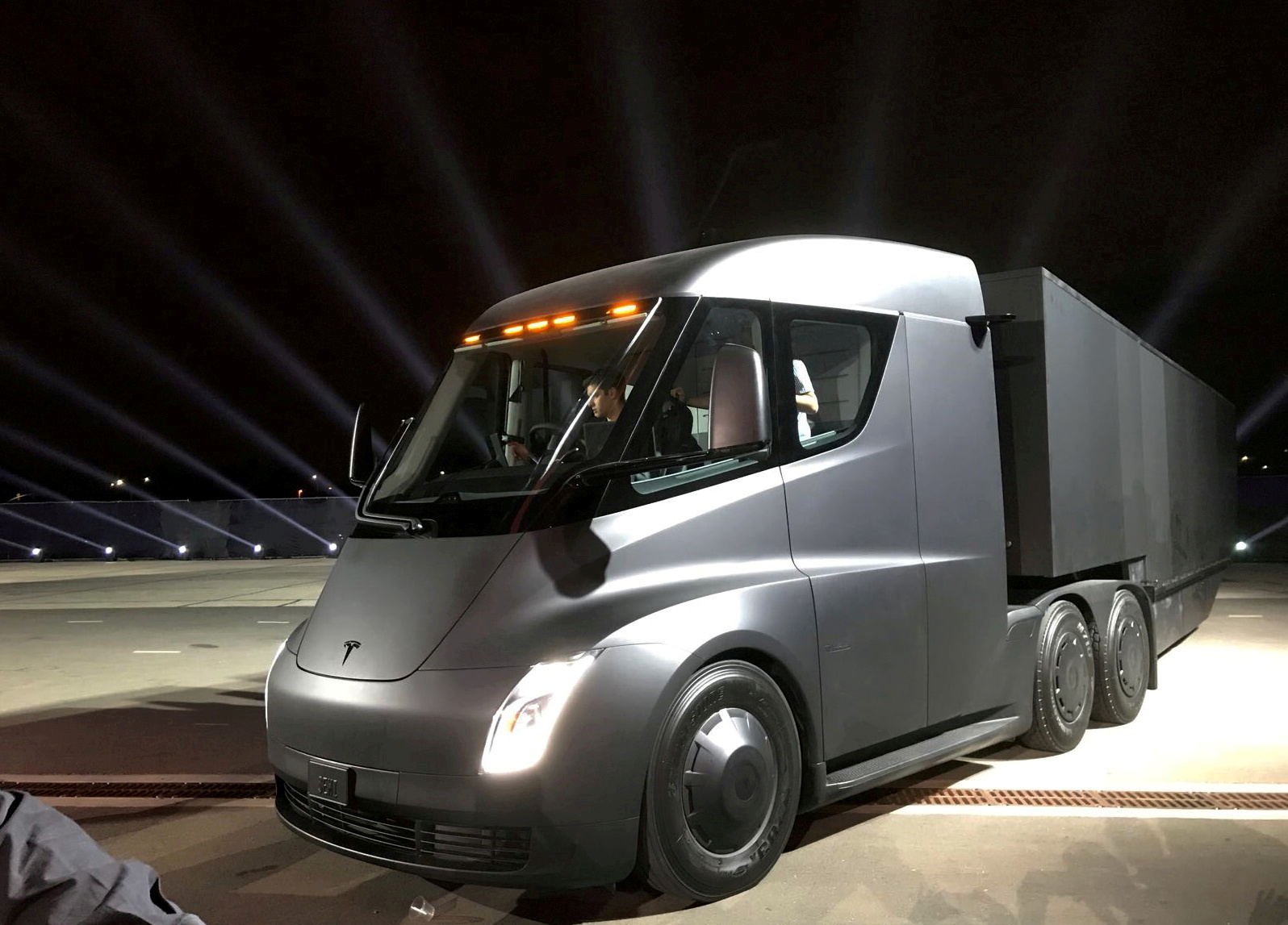 Tesla's new electric semi truck is unveiled during a presentation in Hawthorne, California, U.S., November 16, 2017. REUTERS/Alexandria Sage/File Photo