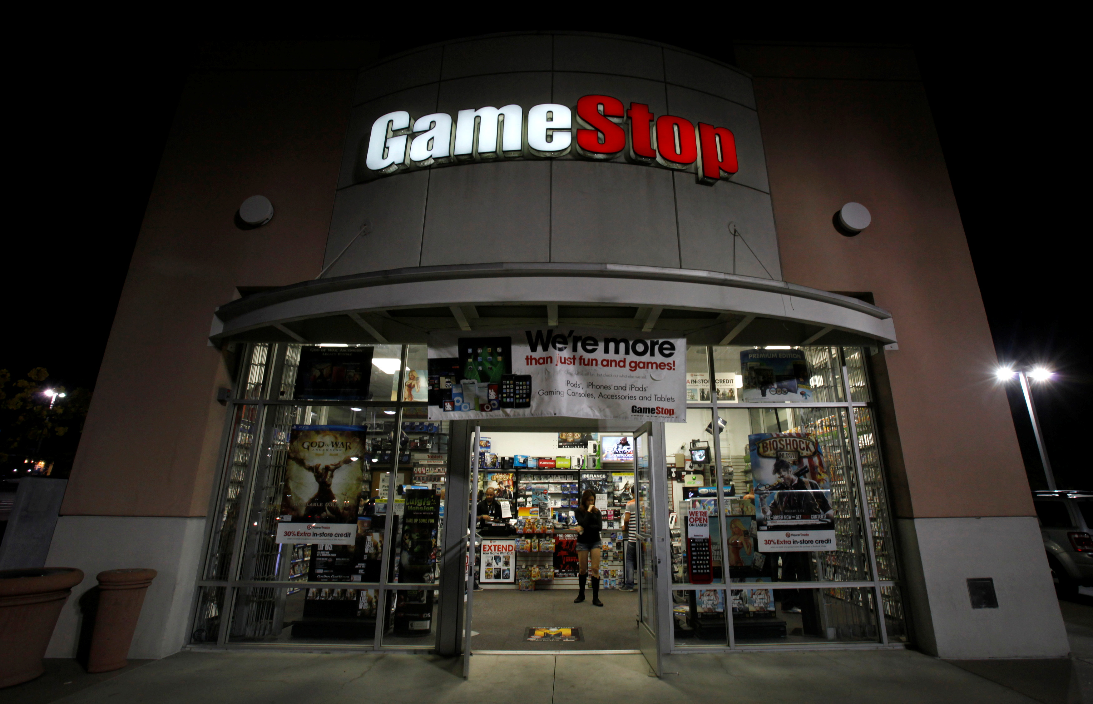 A GameStop store is pictured in Pasadena, California March 27, 2013. REUTERS/Mario Anzuoni/File Photo