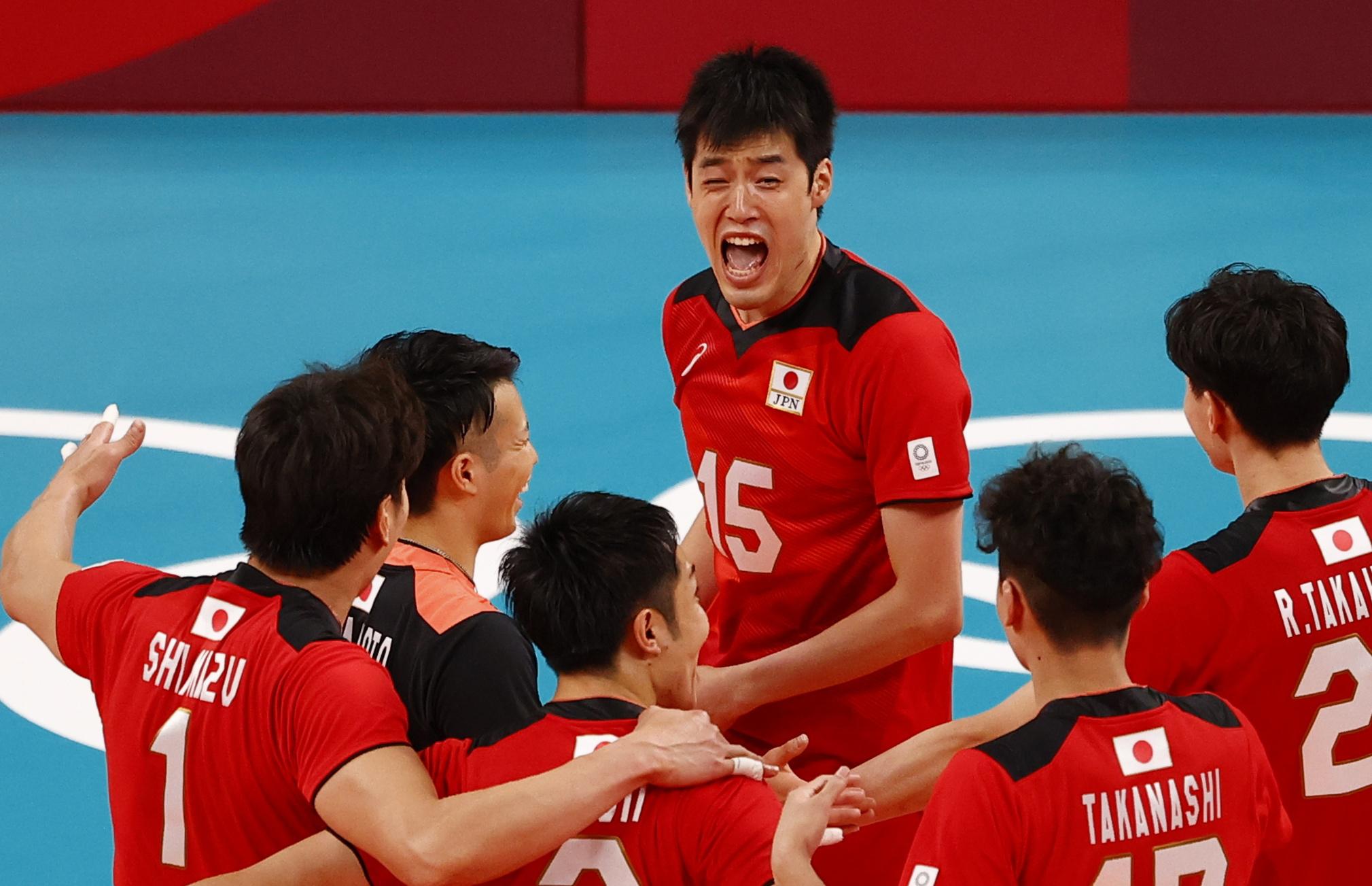 Tokyo 2020 Olympics -Volleyball - Men's Pool A - Japan v Venezuela - Ariake Arena, Tokyo, Japan – July 24, 2021. Haku Ri of Japan celebrates with teammates. REUTERS/Carlos Garcia Rawlins