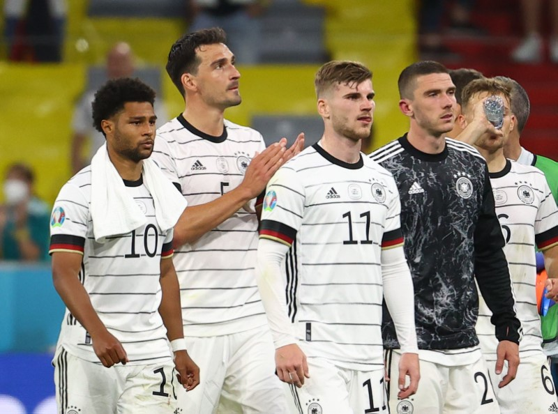 Soccer Football - Euro 2020 - Group F - France v Germany - Football Arena Munich, Munich, Germany - June 15, 2021 Germany's Serge Gnabry, Mats Hummels and Timo Werner look dejected after the match Pool via REUTERS/Kai Pfaffenbach