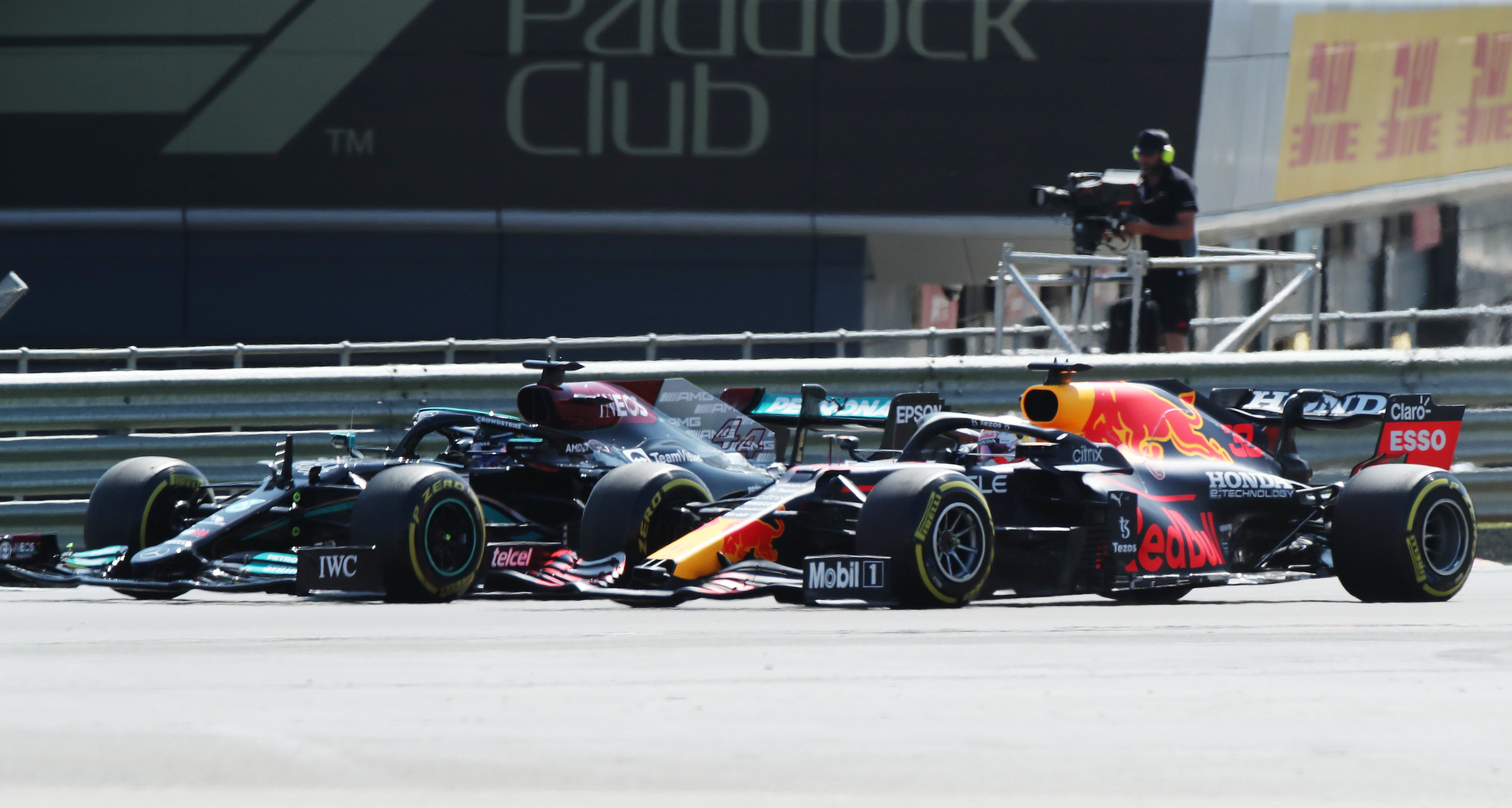 Formula One F1 - British Grand Prix - Silverstone Circuit, Silverstone, Britain - July 18, 2021 Mercedes' Lewis Hamilton and Red Bull's Max Verstappen during the race REUTERS/Peter Cziborra/File Photo