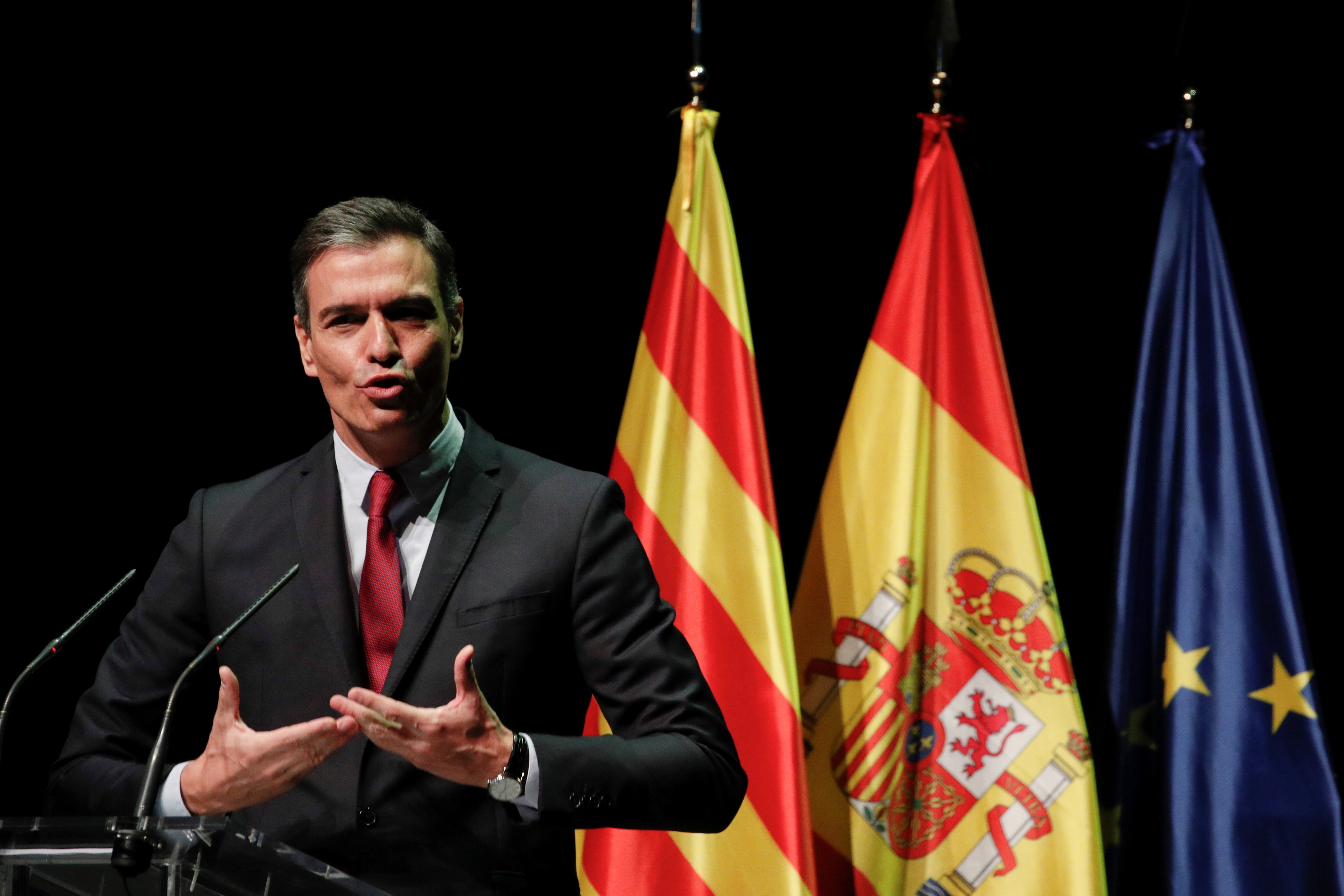 Spain's Prime Minister Pedro Sanchez gestures as he explains his plan to issue pardons to a dozen Catalan separatist leaders, at Gran Teatre del Liceu, in Barcelona, Spain, June 21, 2021. REUTERS/Albert Gea