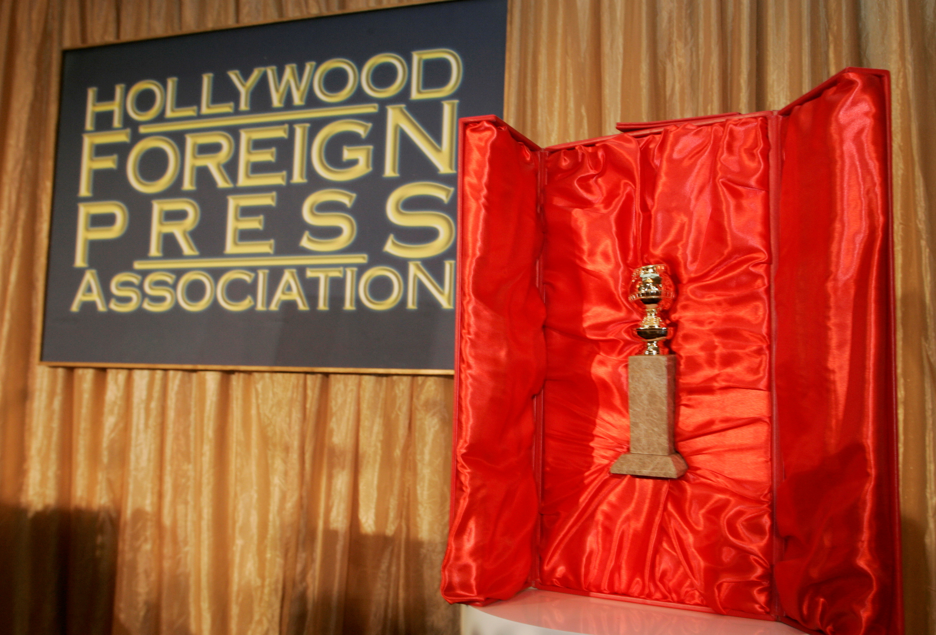 The Hollywood Foreign Press Association's Golden Globe statuette is seen with its red velvet-lined, leather-bound chest during a news conference in Beverly Hills, California January 6, 2009. REUTERS/Fred Prouser/File Photo