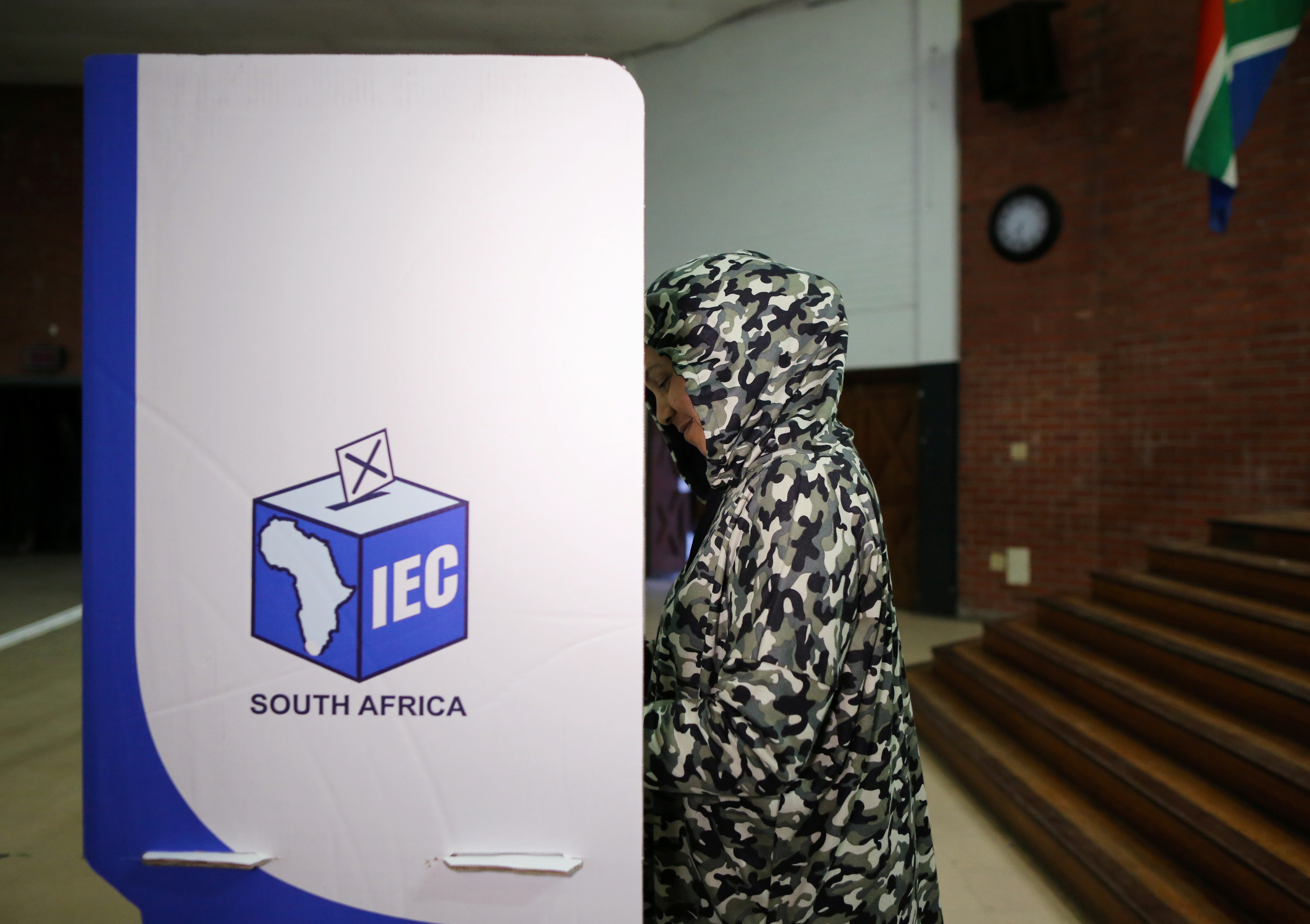 Waeeda Salie,  casts her ballot at a polling station, during the South Africa's parliamentary and provincial elections, in Cape Town, South Africa, May 8, 2019. REUTERS/Sumaya Hisham